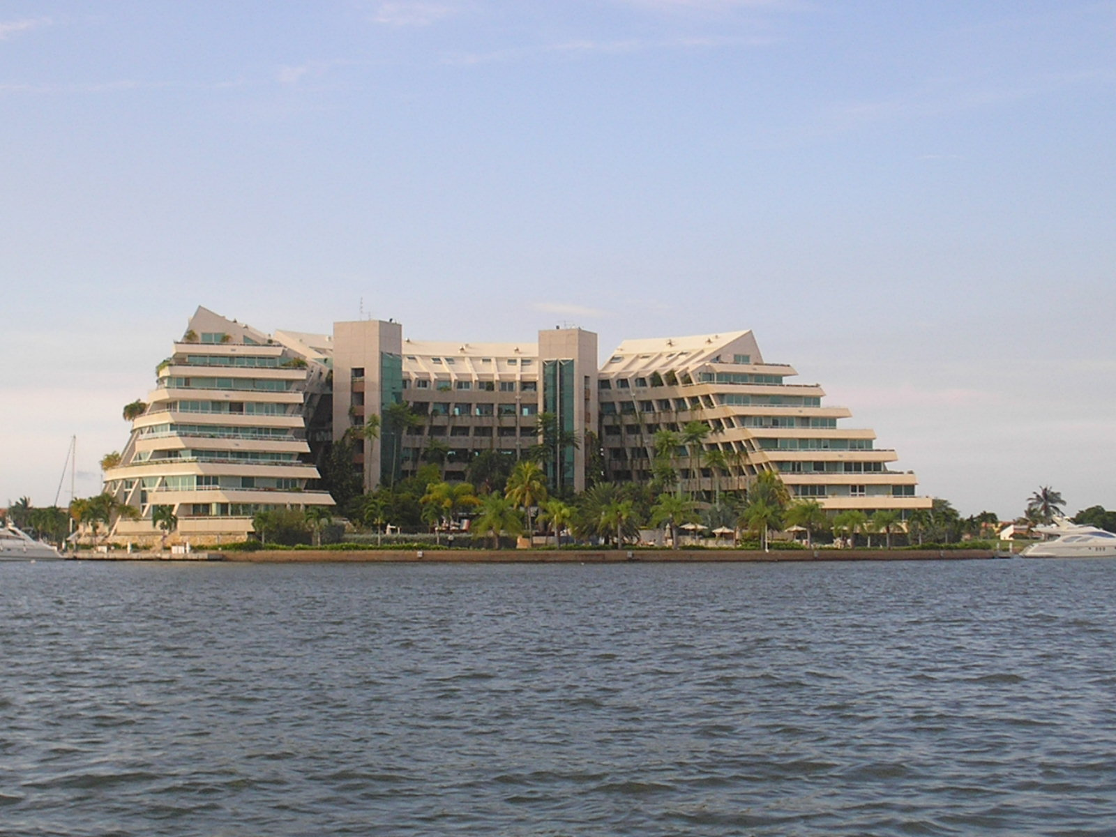 Archivo hotel en lecher a edo anzo tegui jpg wikipedia for Hoteles familiares en barcelona ciudad
