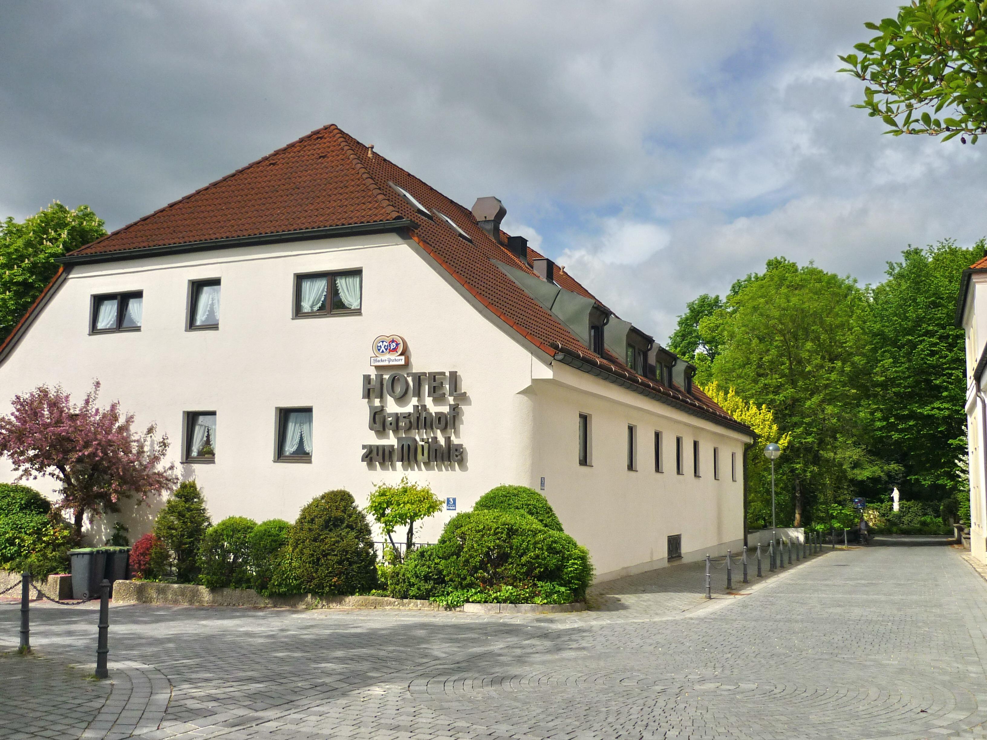 File Ismaning Hotel Und Gasthof Zur Muhle Kirchplatz 3 14 05 13