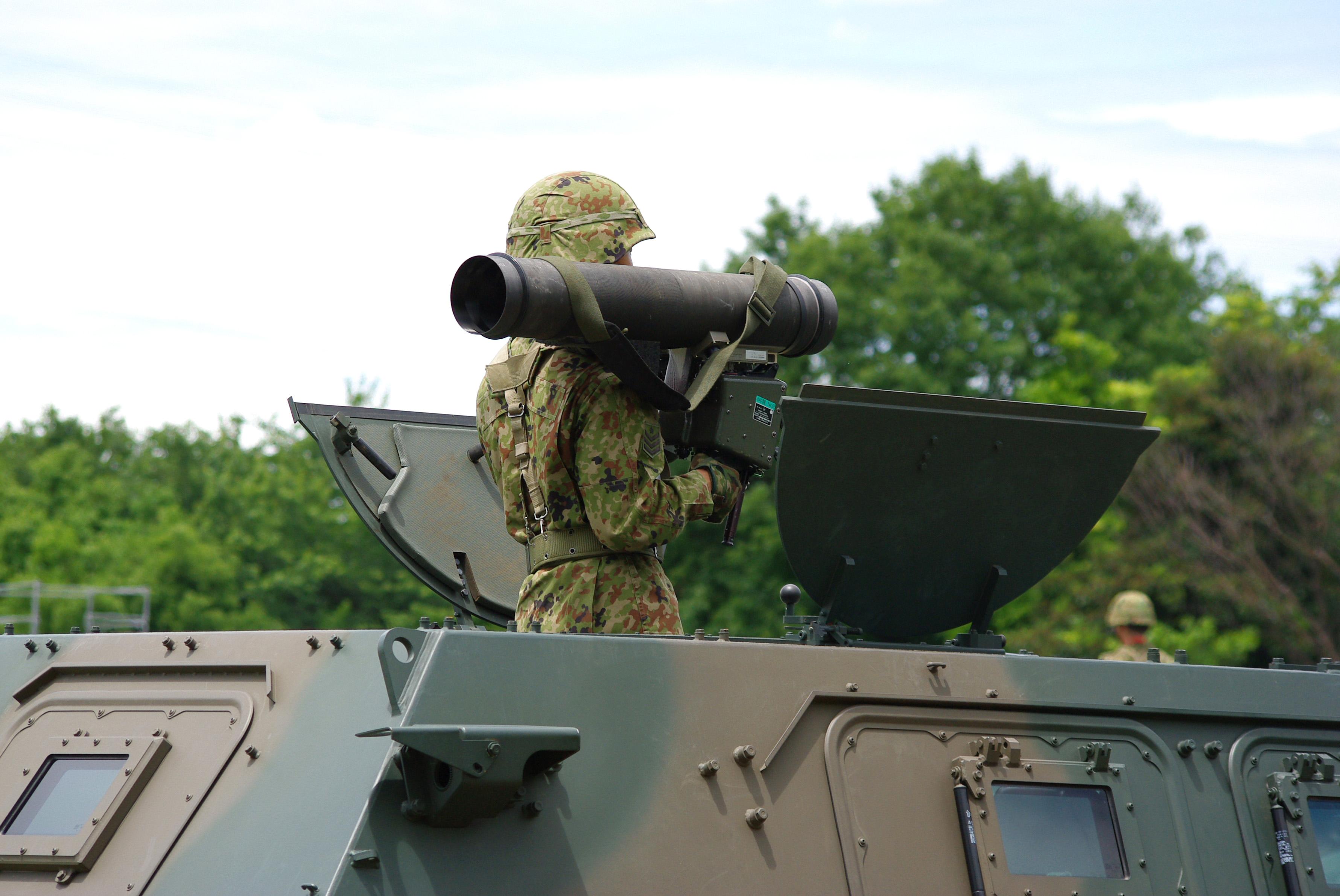JGSDF_Light_Armored_vehicle_%26_Type01_light_anti-tank_missile_20120610-02.JPG