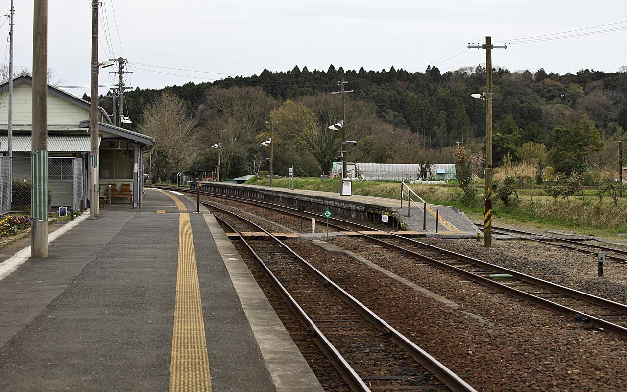 https://upload.wikimedia.org/wikipedia/commons/0/09/JR_East_Kururi_Station_005.JPG