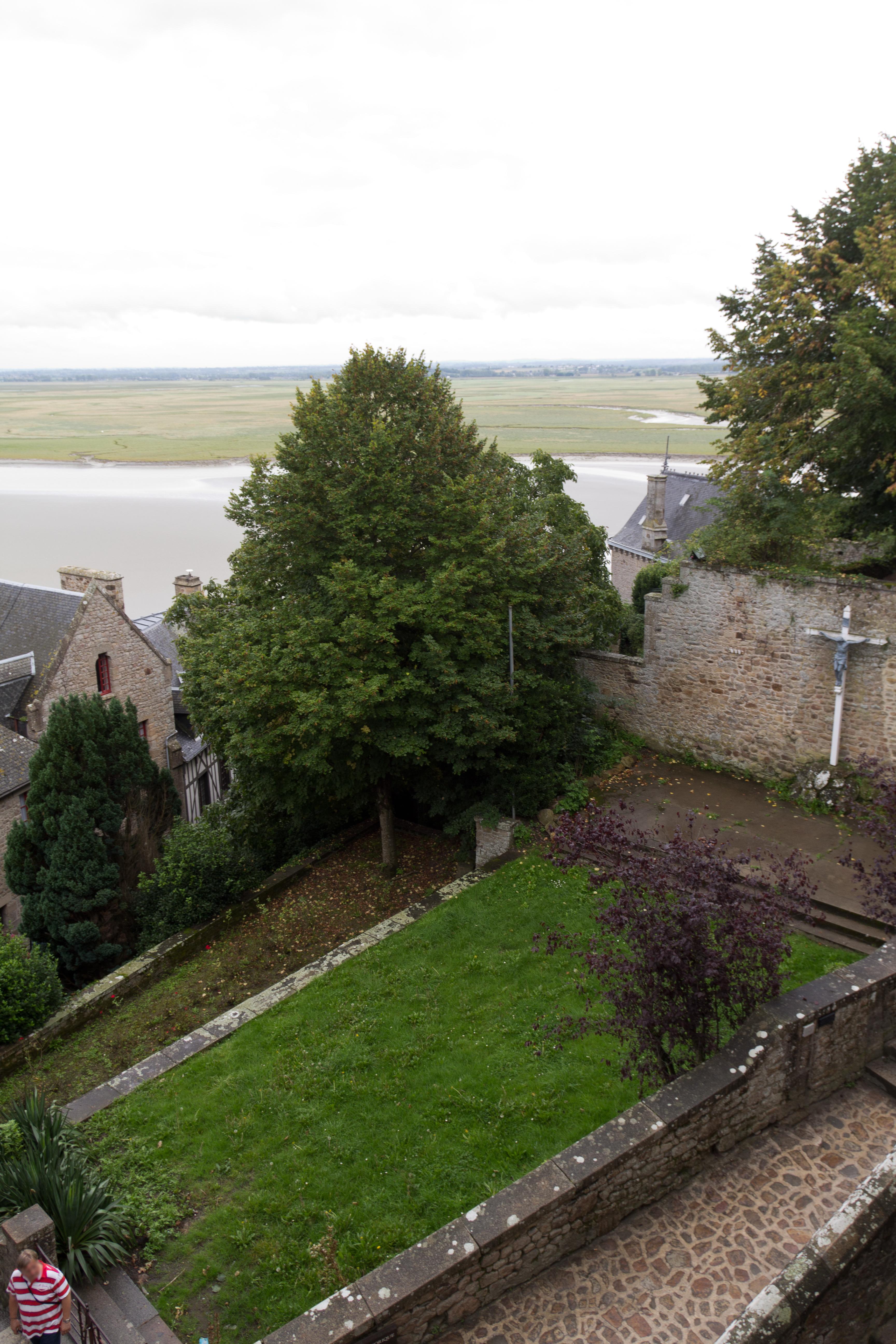File jardins de la croix de j rusalem le mont saint michel jpg wikimedia commons - Les jardins des monts d or ...
