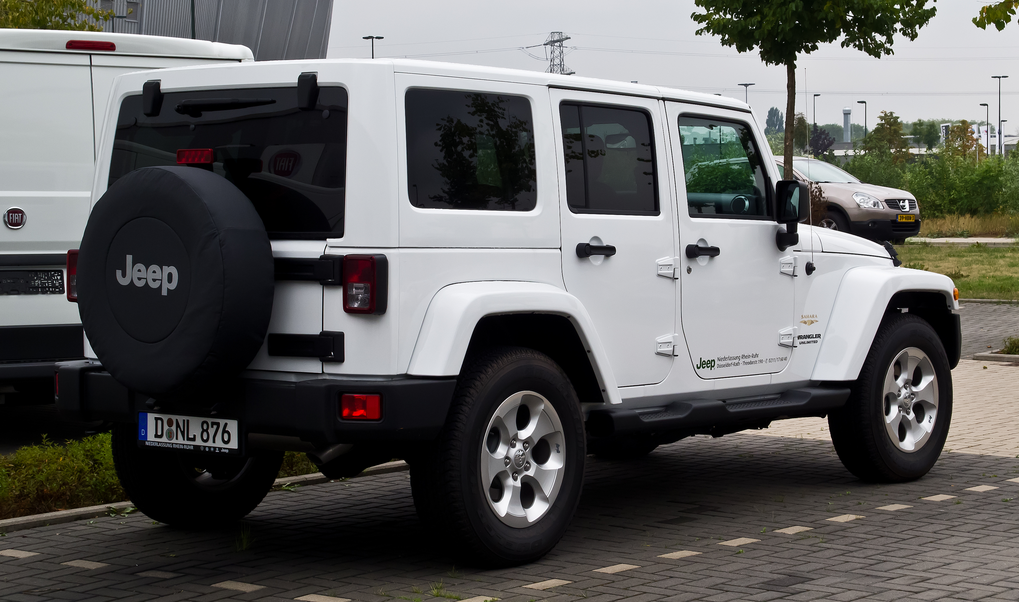 File Jeep Wrangler Unlimited 2 8 Crd Sahara Jk Heckansicht 25