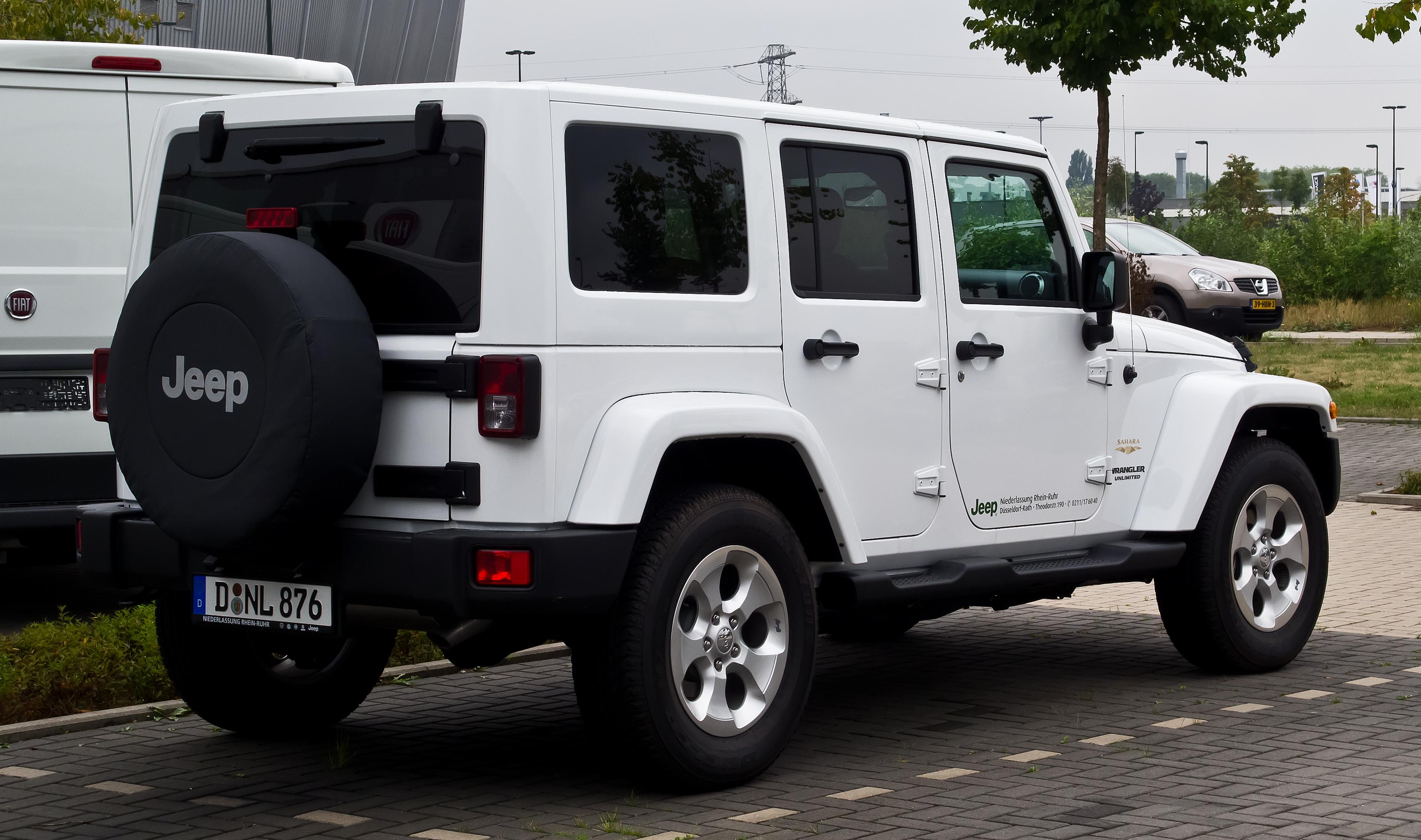 file jeep wrangler unlimited 2 8 crd sahara jk heckansicht 25 august 2013 d. Black Bedroom Furniture Sets. Home Design Ideas