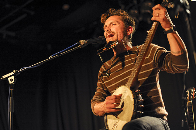 Picture of a band or musician: John Butler