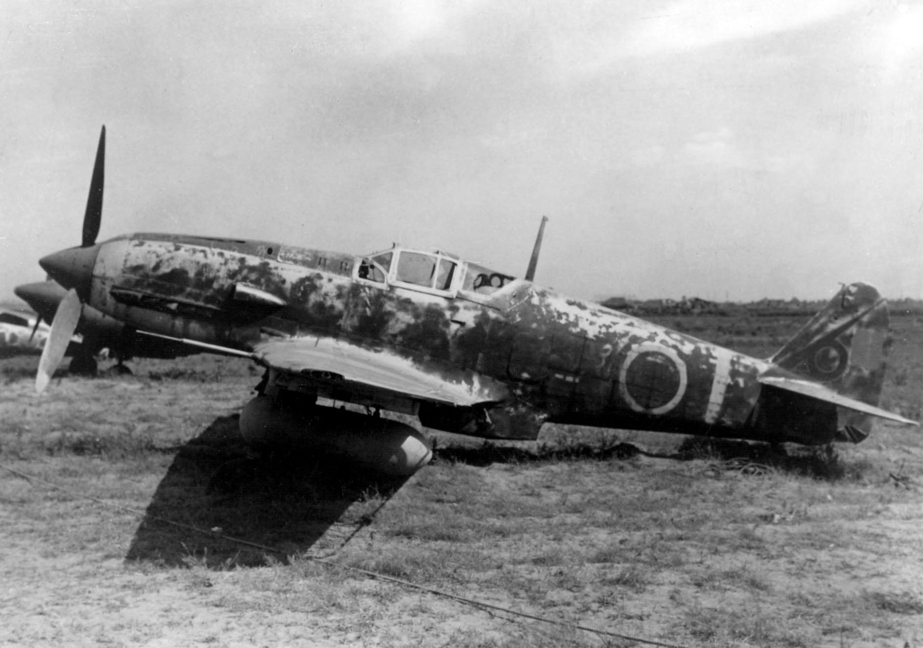 Kawasaki_Ki-61_Hien_with_drop_tank.jpeg