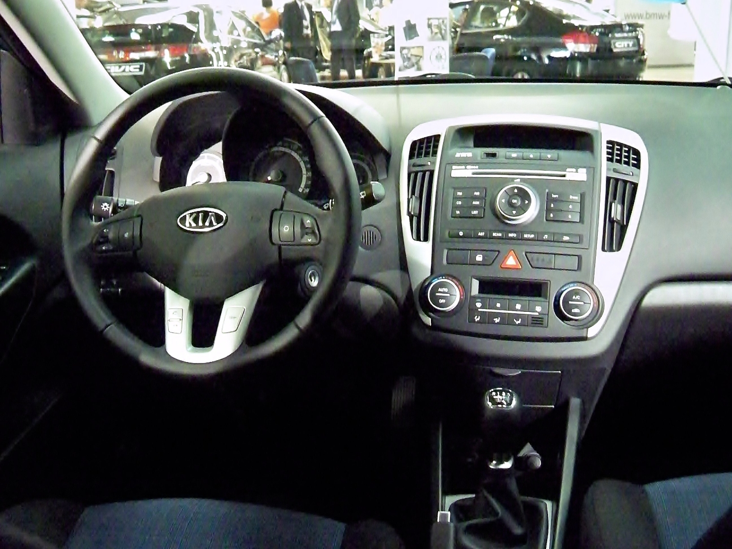 Datei:Kia cee\'d SW Facelift interior - GMS 2009.jpg – Wikipedia
