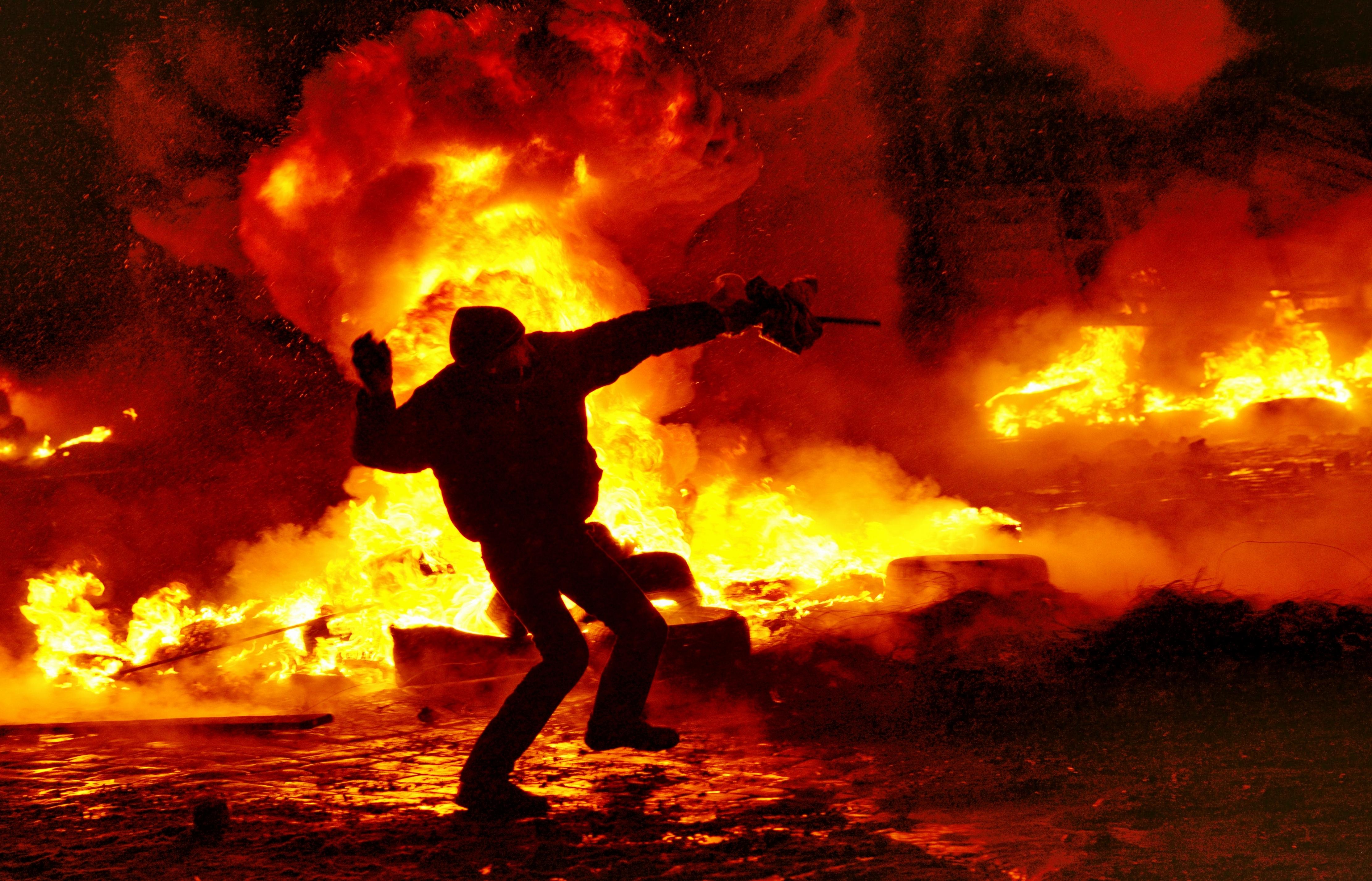 http://upload.wikimedia.org/wikipedia/commons/0/09/Kiev,_Grushevskogo_str._22.01.2014.JPG