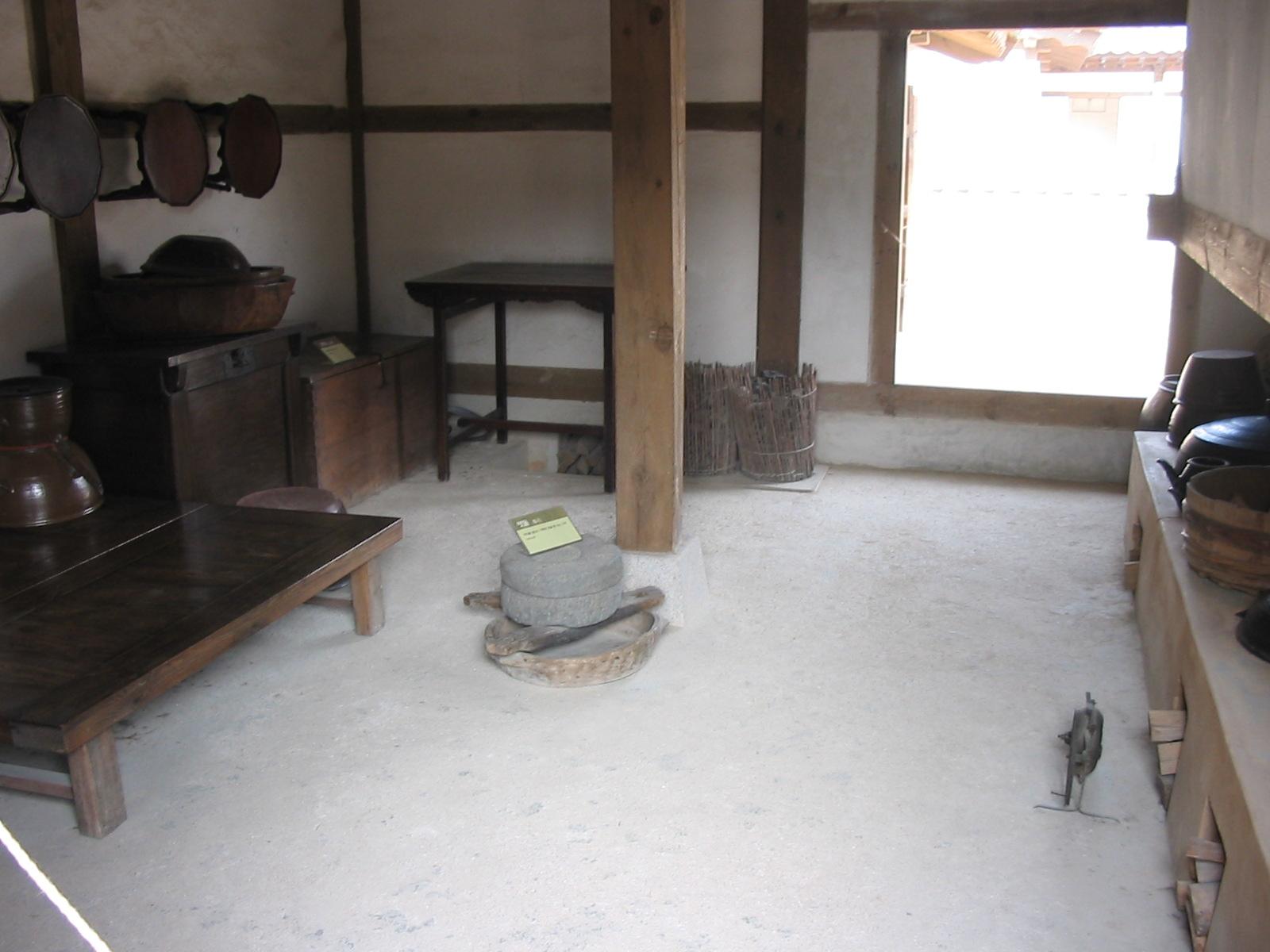 File korean traditional kitchen wikimedia commons for Traditional korean kitchen