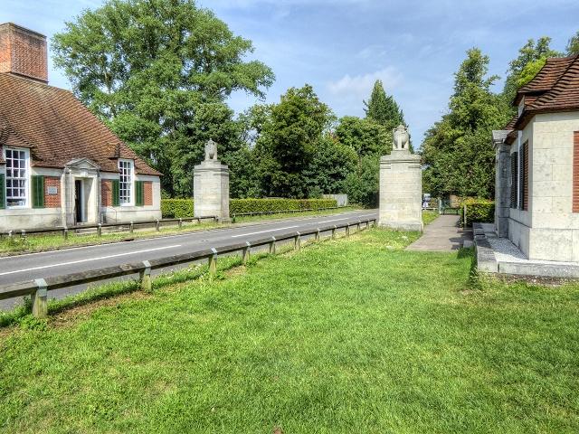 Memorial Pillars, Runnymede-geograph-4083020