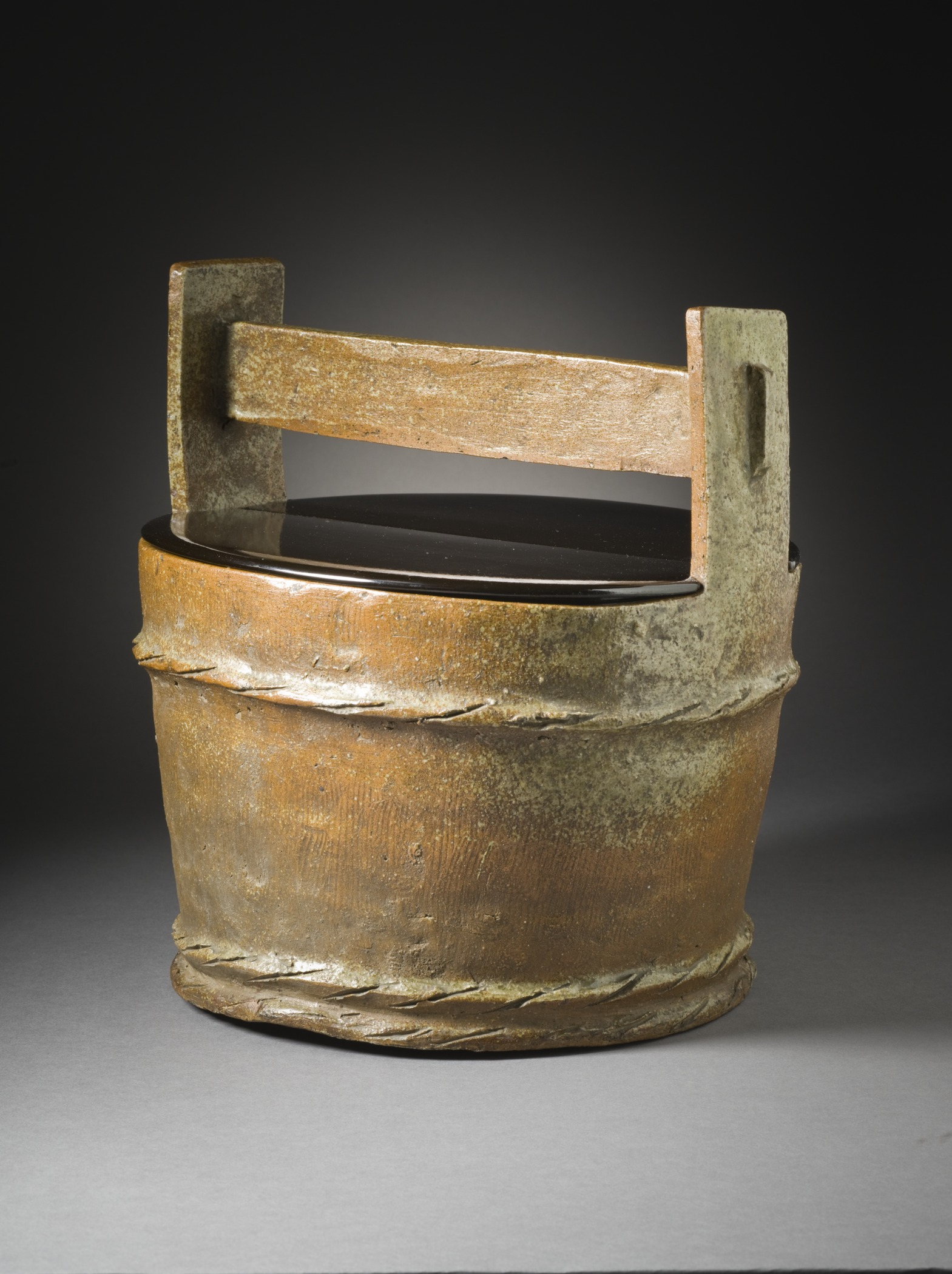 File:Mizusashi (water container for Tea Ceremony) in the form of a ...