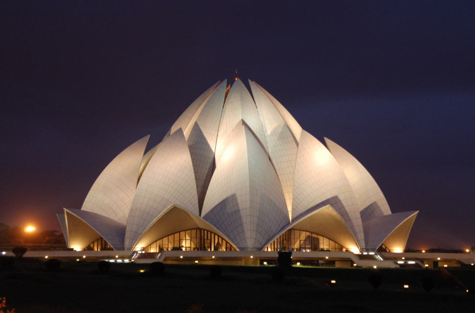 Intersesting flower like building lotus temple in new for Architecture inde