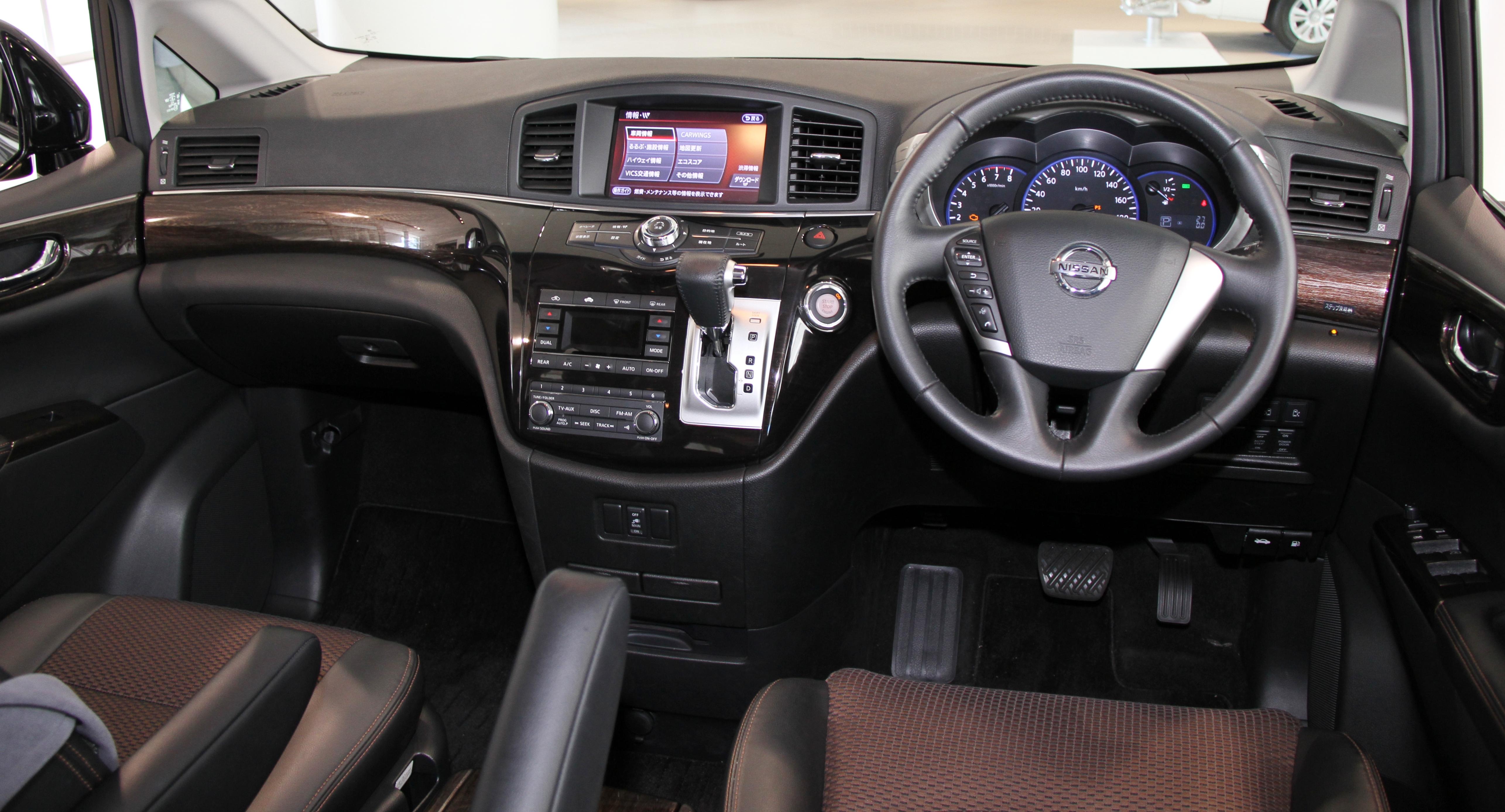 File:Nissan Elgrand 350 Highway STAR interior.jpg ...