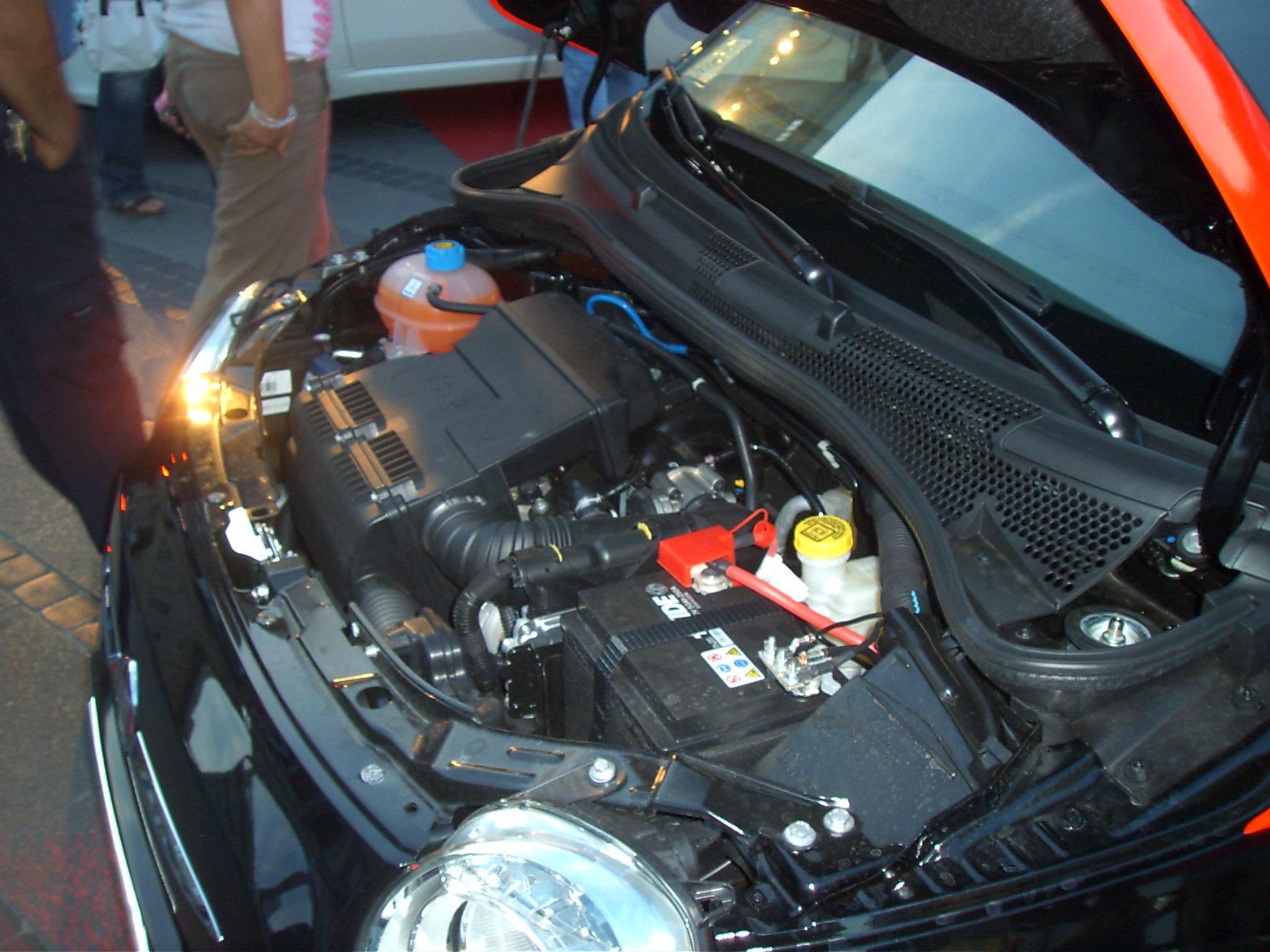 File Nuova 500 Vano Motore Jpg Wikimedia Commons
