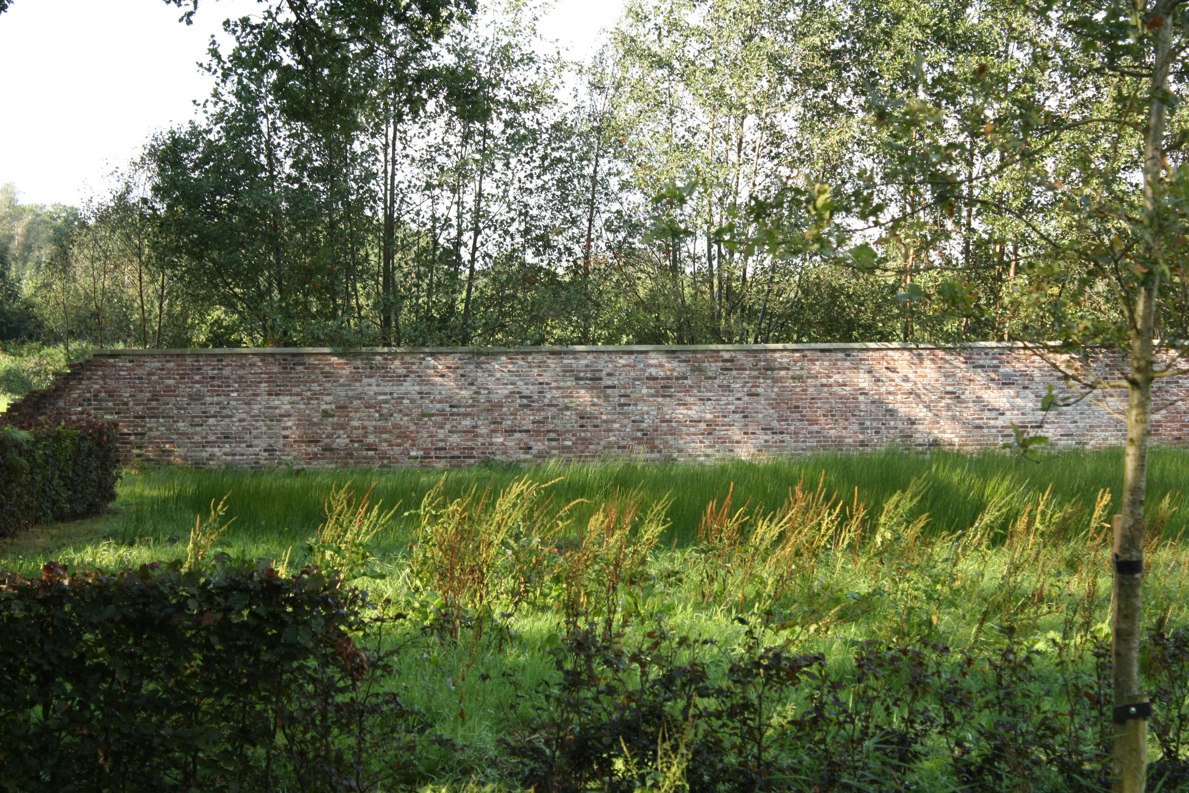 Bakstenen Muur Tuin : Oranjewoud 13 Oranjewoud, bakstenen muur in ...