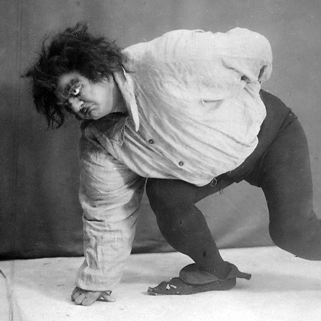 Ostuzhev_as_Quasimodo,_1925.jpg: Unknown photographer derivative work: NVO (Ostuzhev_as_Quasimodo,_1925.jpg) [Public domain], via Wikimedia Commons