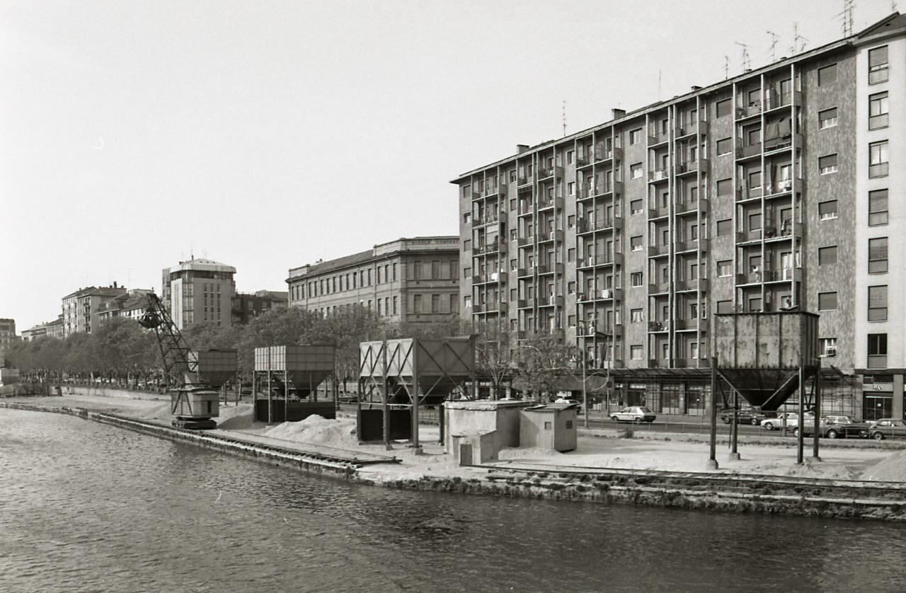 File paolo monti servizio fotografico milano 1980 for Materiale fotografico milano