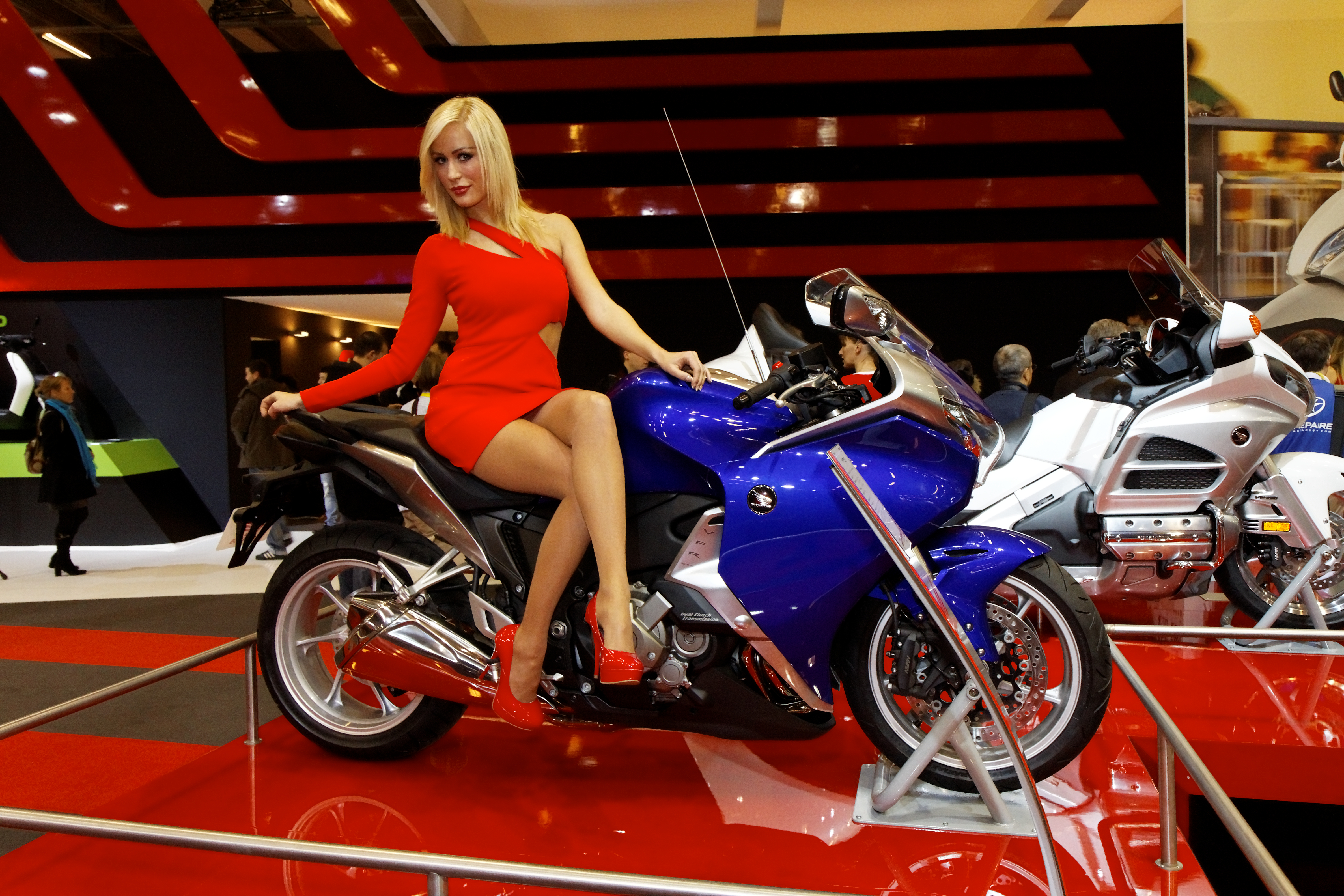 file paris salon de la moto 2011 honda vfr 1200 f wikimedia commons. Black Bedroom Furniture Sets. Home Design Ideas