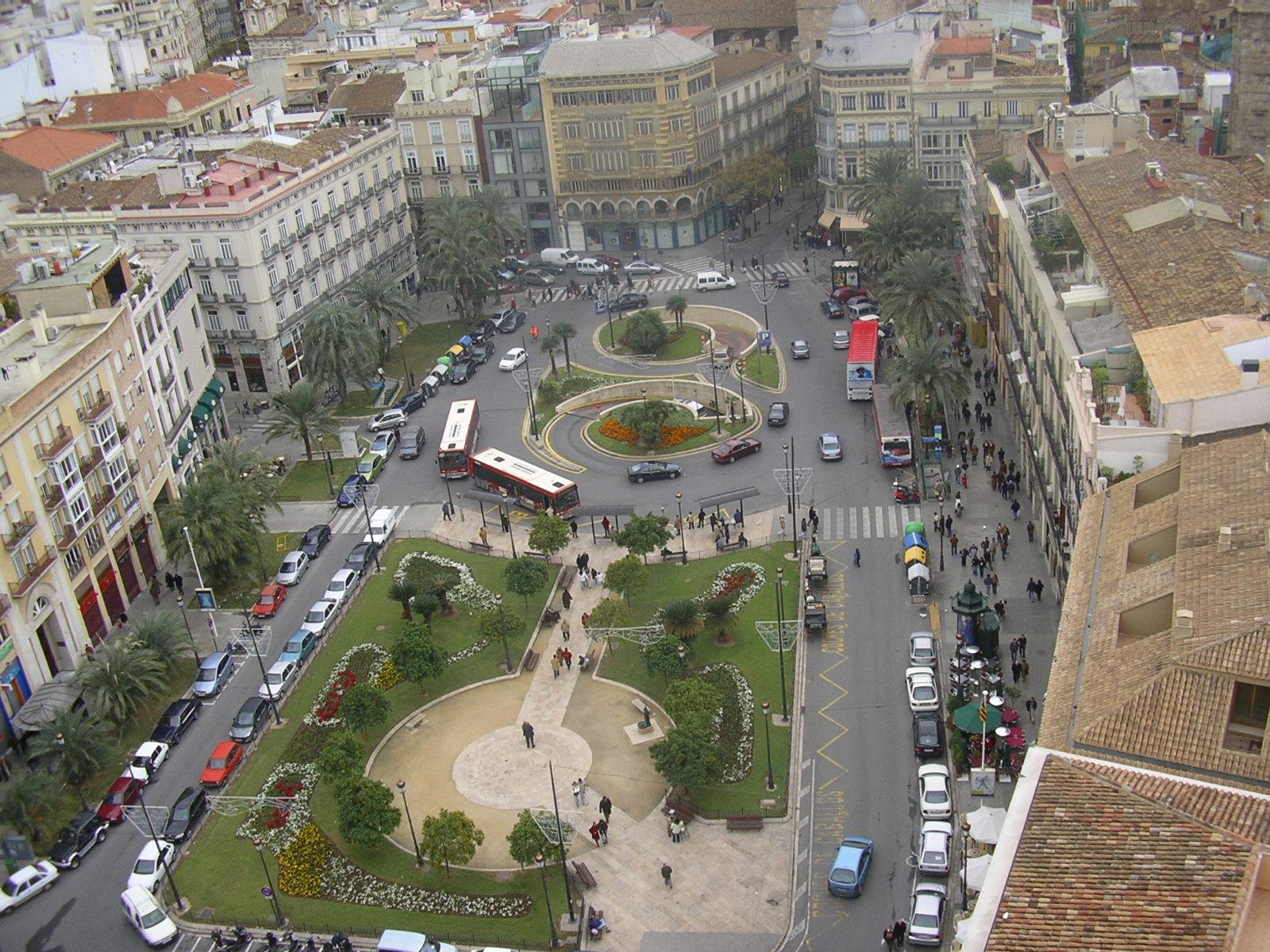 PLAZAS DEL MUNDO - Página 3 Pla%C3%A7a_de_la_reina,_Val%C3%A8ncia,_Valencian_Country