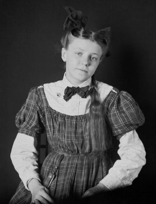 Portrait (Front) of Lillian Gross, Niece of Susan Sanders (Mixed Blood) 1906.jpg