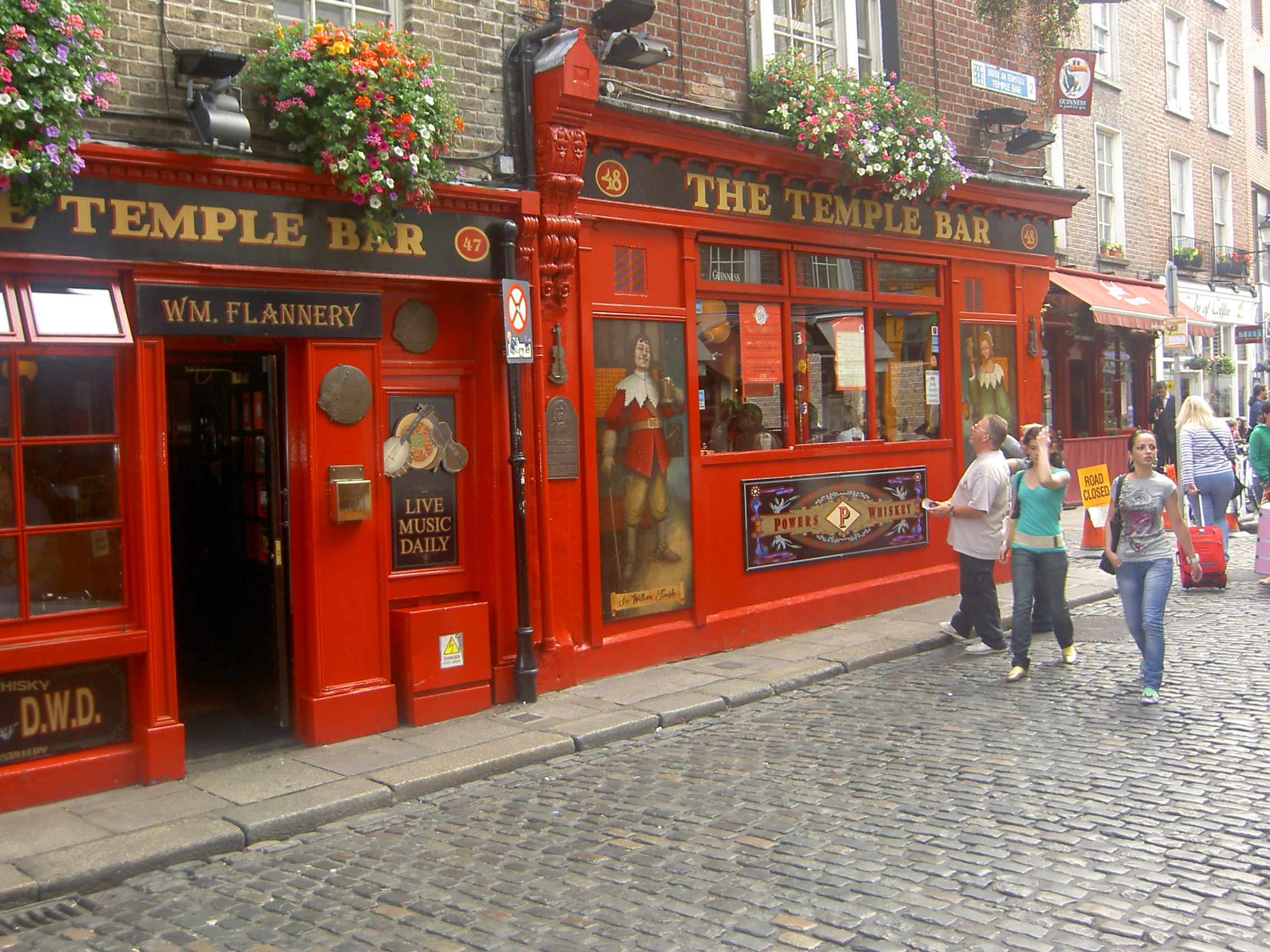 Pub_Temple_Bar_-_Dublin.jpg