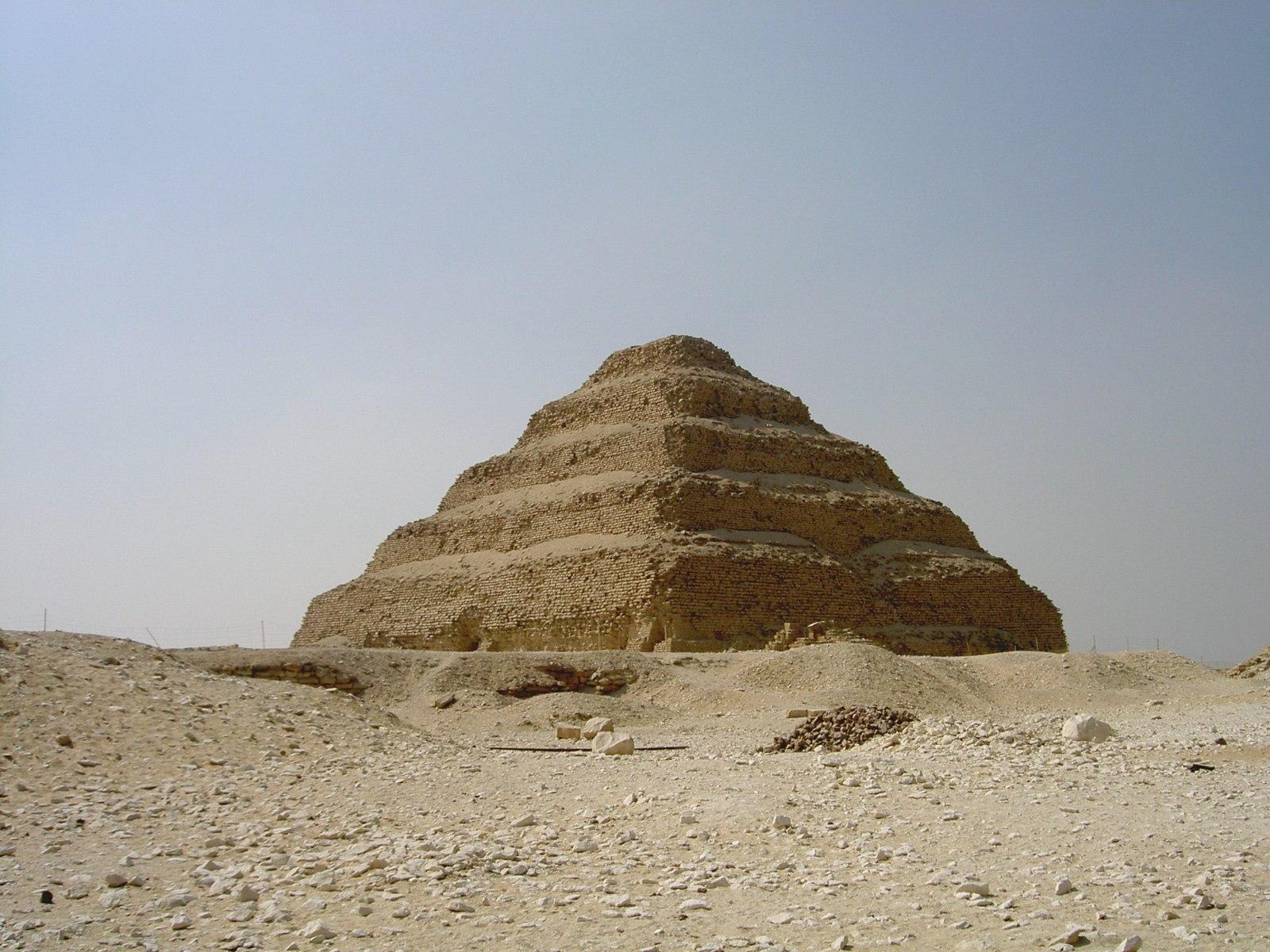 Pyramid_of_Djoser_2.jpg (1600×1200)