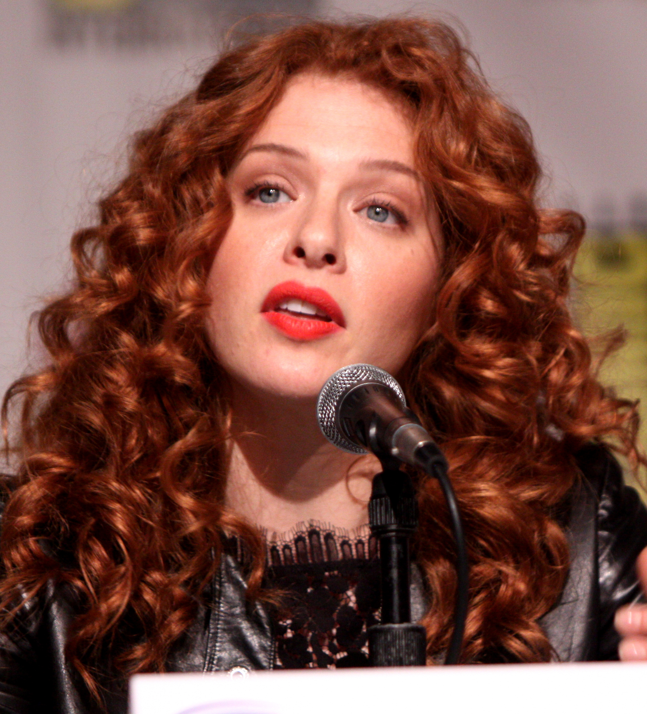 The 38-year old daughter of father Jean Lefevre and mother Kate Lefevre, 168 cm tall Rachelle Lefevre in 2017 photo