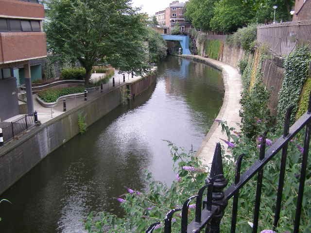 Regent's Canal, Lisson Grove - geograph.org.uk - 505823