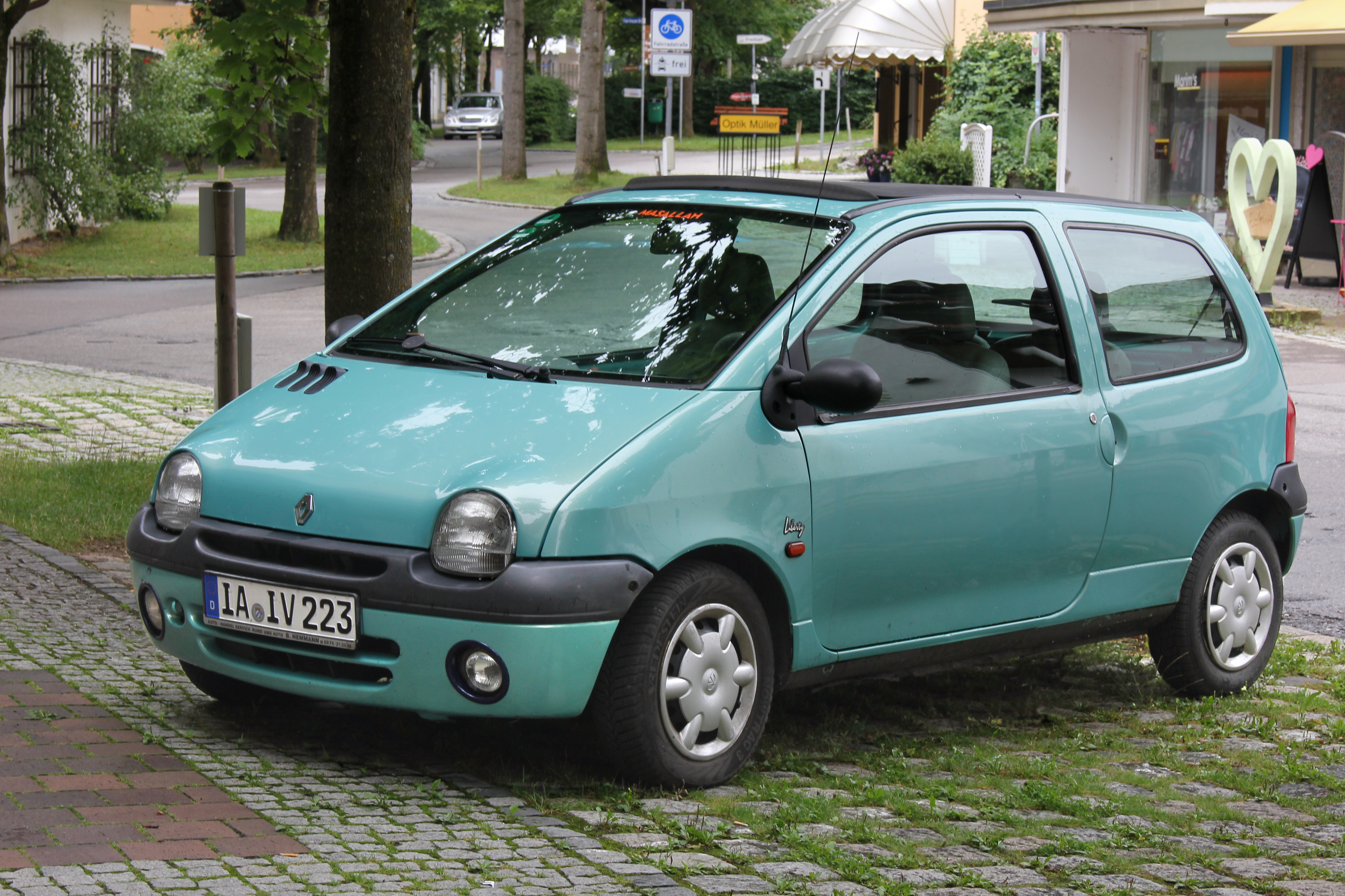 file renault twingo liberty 1 generation li vorn 2017 07 28 r jpg wikimedia commons. Black Bedroom Furniture Sets. Home Design Ideas