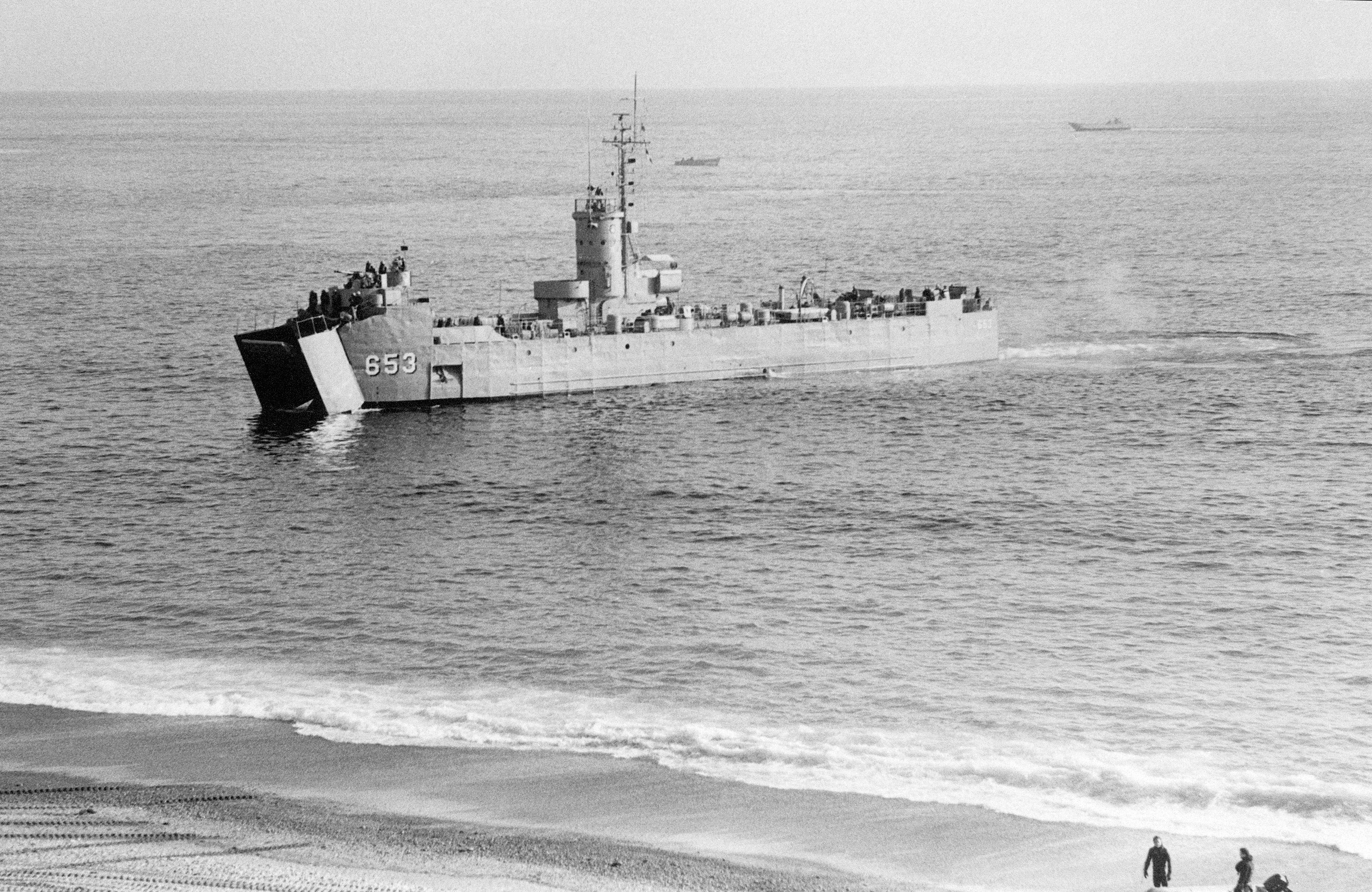 File:Republic of Korea ship Gadeok (LSM 653) approaches beach.jpeg ...lsm