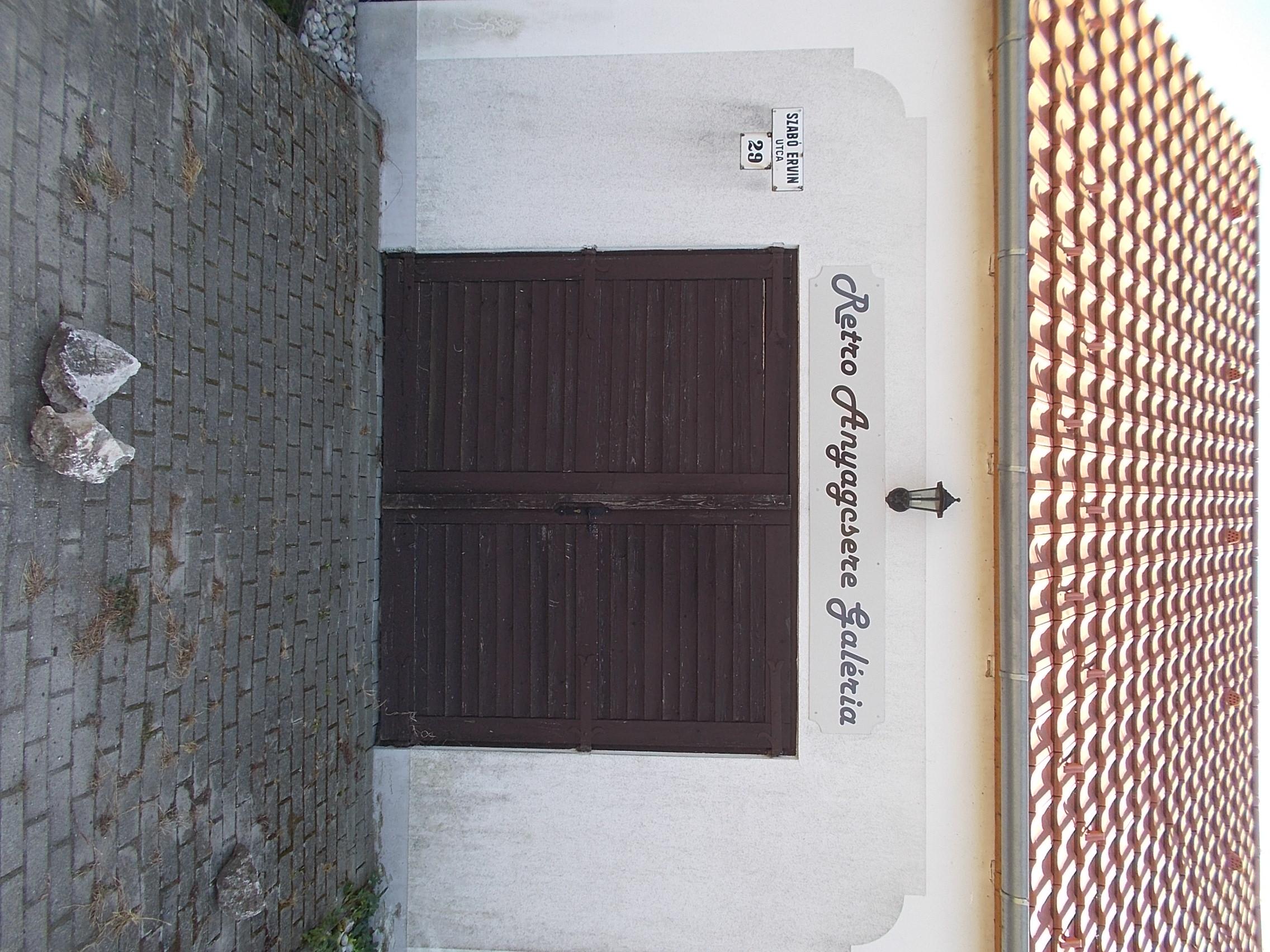 File:Retro Anyagcsere Galéria, 2019 Diszel.jpg - Wikimedia..