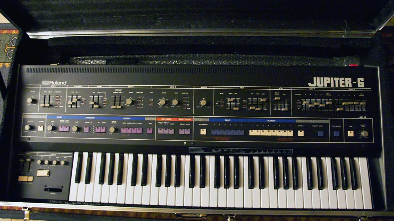 Файл:Roland Jupiter-6 with Europa MIDI kit jpg — Википедия