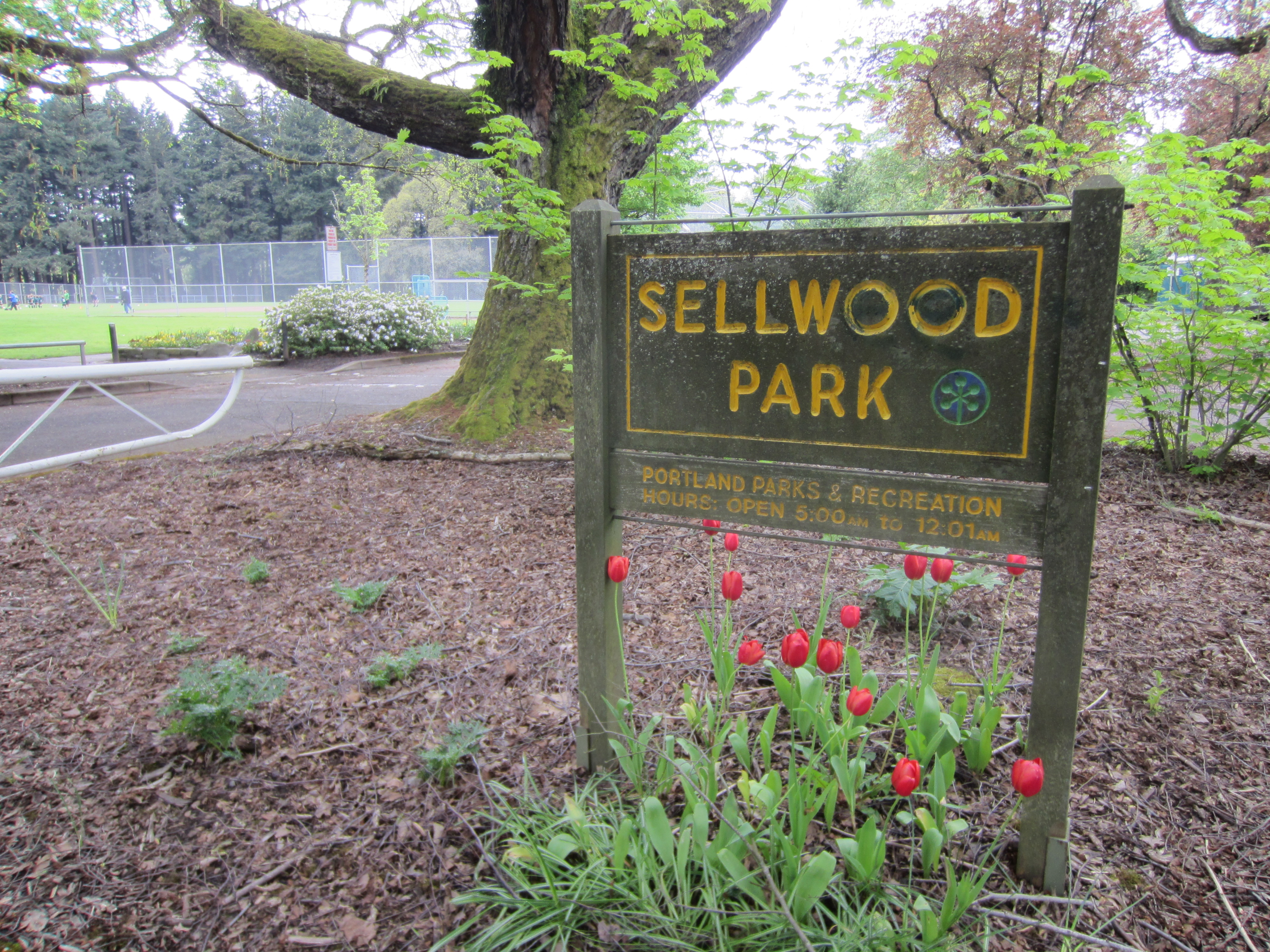 Sellwood Park sign, Portland, Oregon 2012.JPG