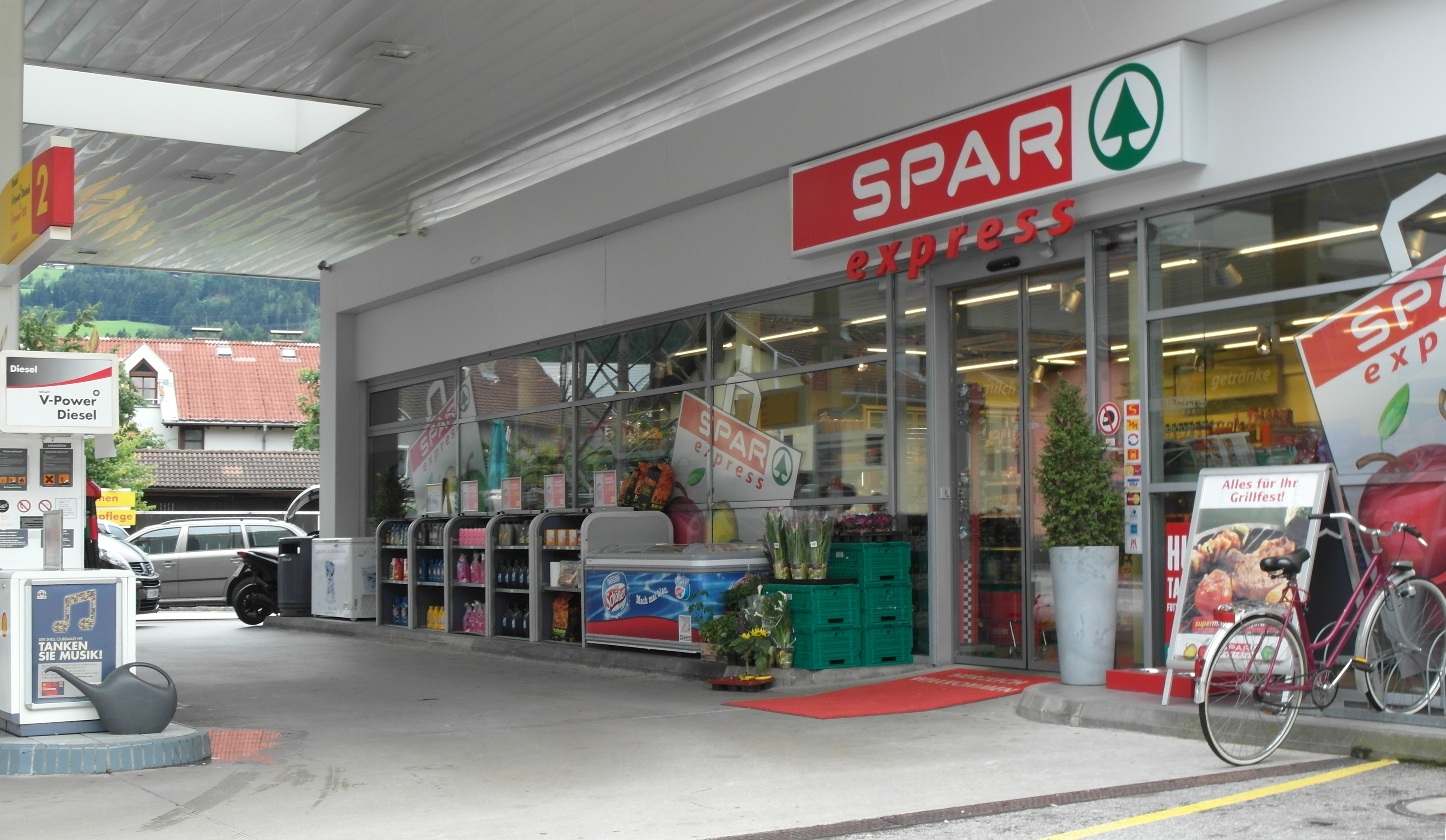 Stor-Age Self Storage - South Africa's leading self storage brand! Whether you're moving home, redecorating or simply trying to maximize your current space, our trained, professional and helpful staff will ensure that you receive the best value and service in South Africa's self storage industry.