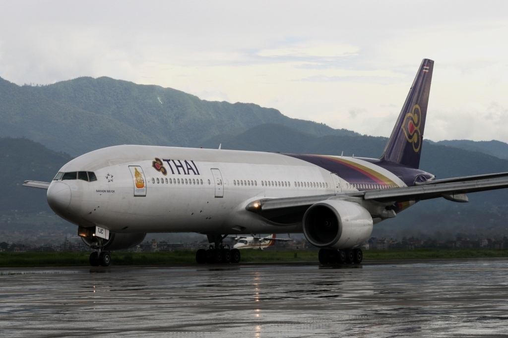 Ktm Wikipedia >> File:Thai Airways Boeing 777-2D7 @ KTM UA-320-3.jpg - Wikimedia Commons