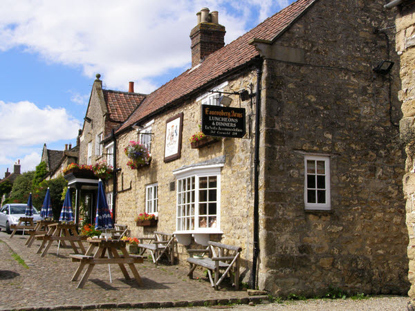 The Pub - Coxwold - geograph.org.uk - 914601