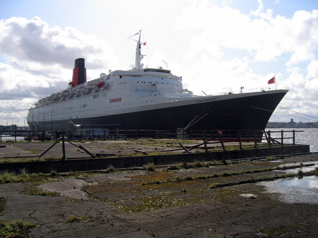File:The Queen Elizabeth II at Liverpool - geograph.org.uk - 996001.jpg