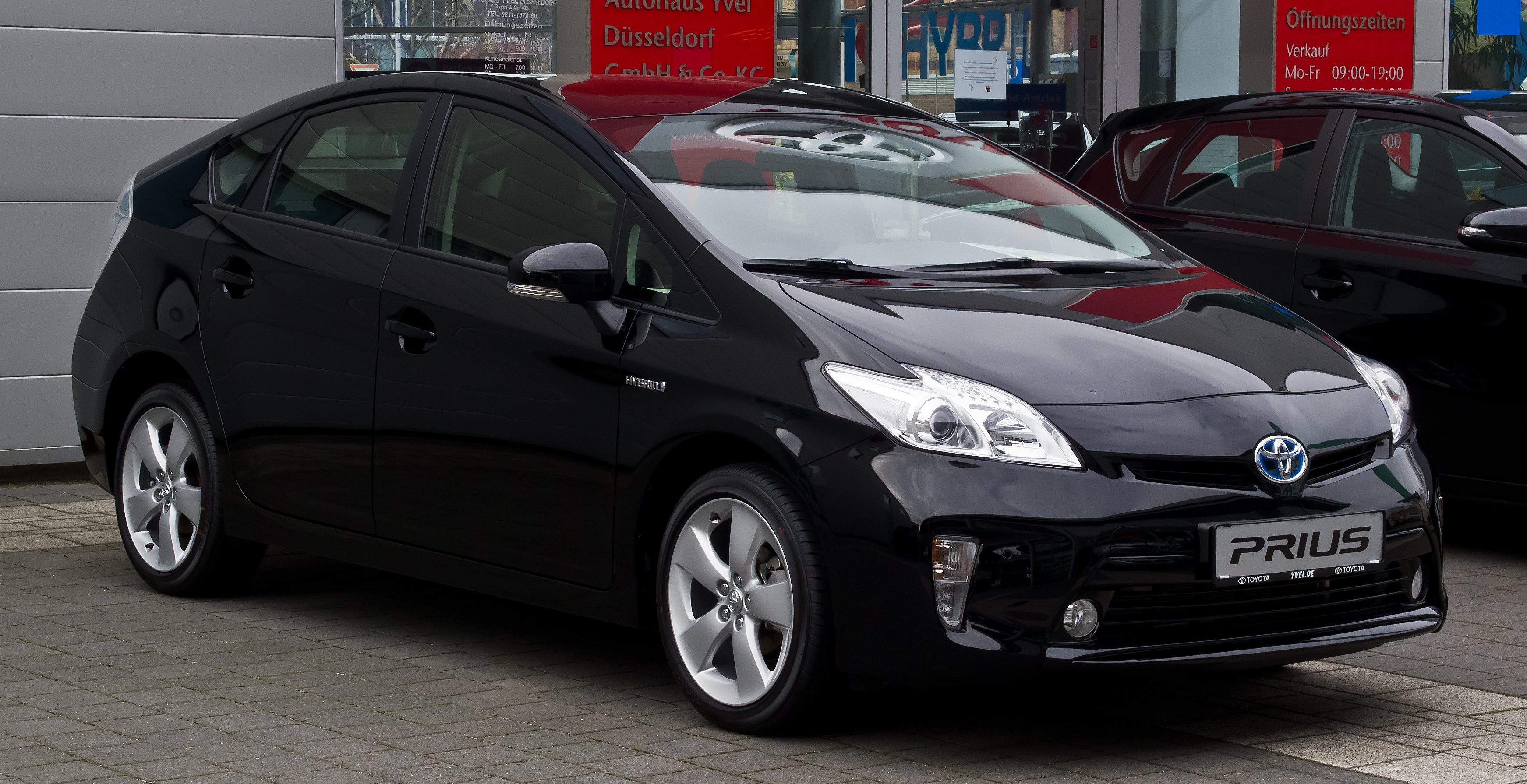 filetoyota prius life iii facelift � frontansicht 11
