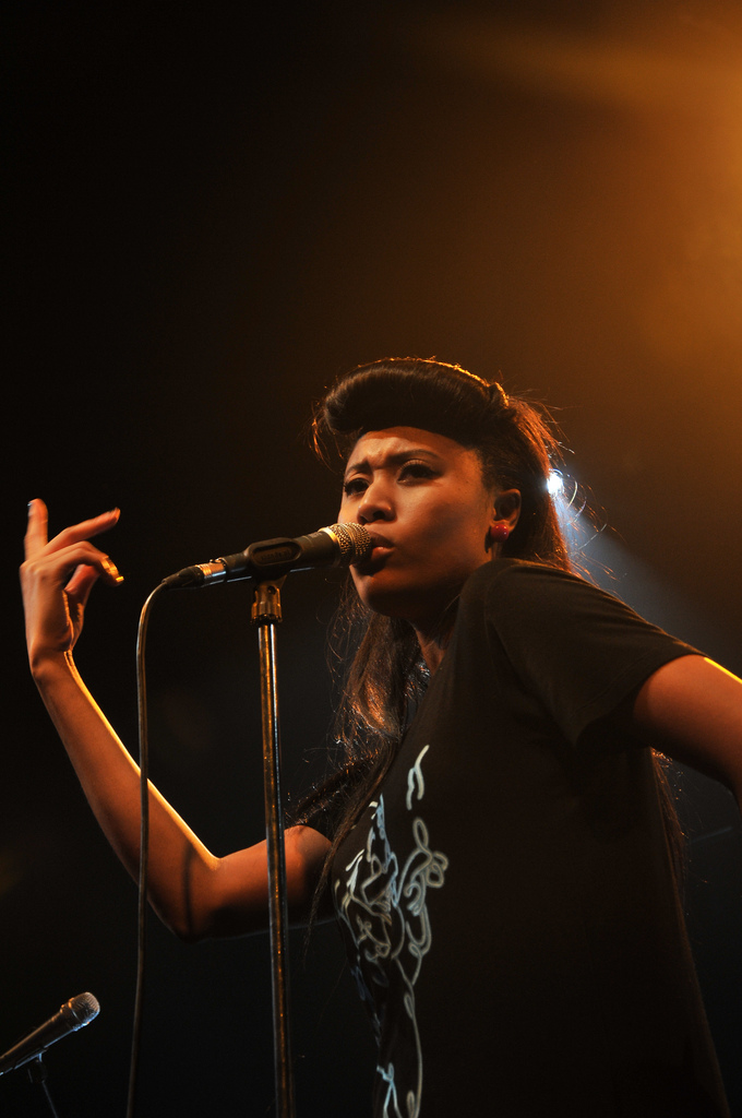 Picture of a band or musician: Vv Brown