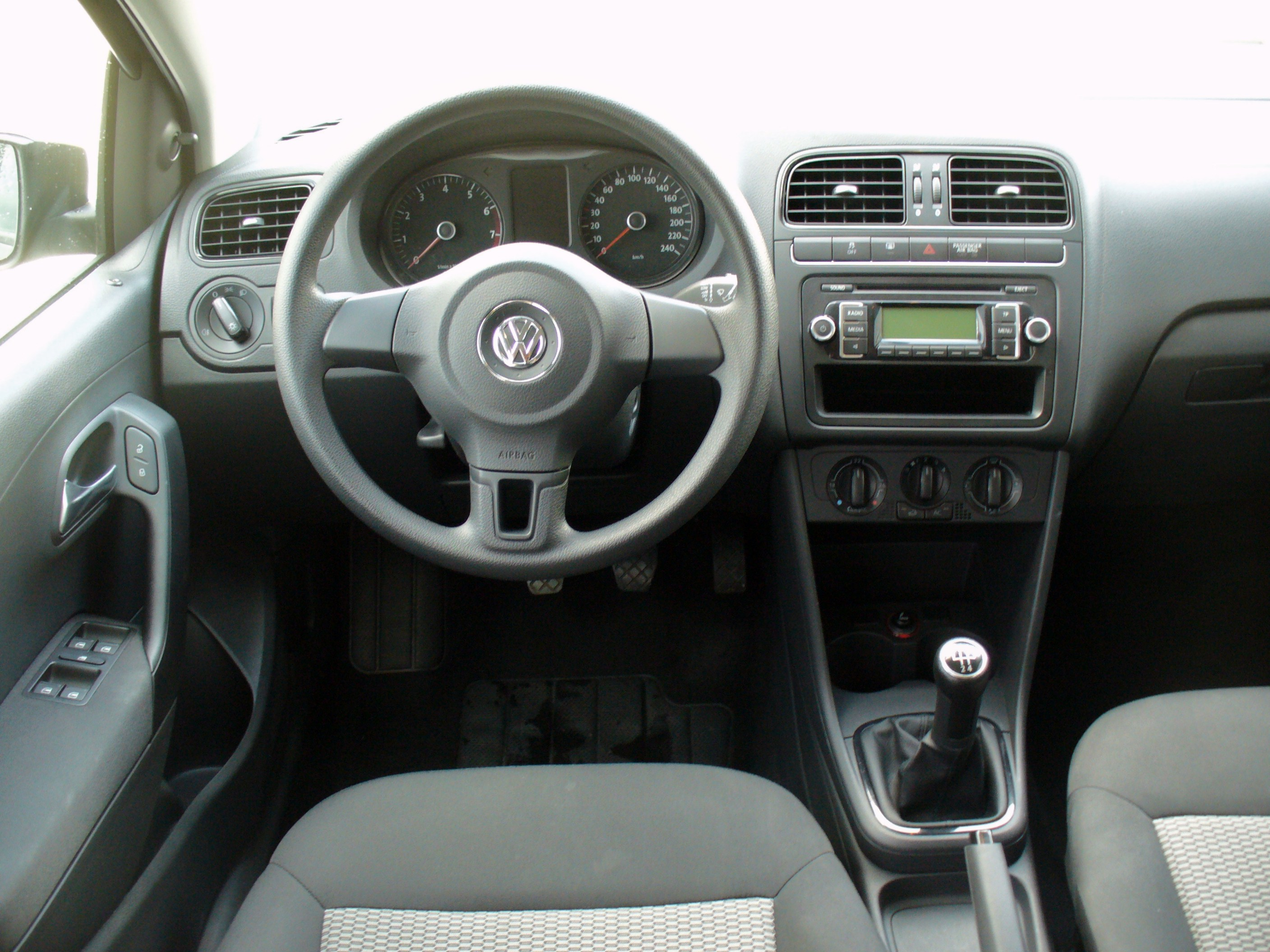 File Vw Polo V 1 2 Trendline Interieur Jpg Wikipedia
