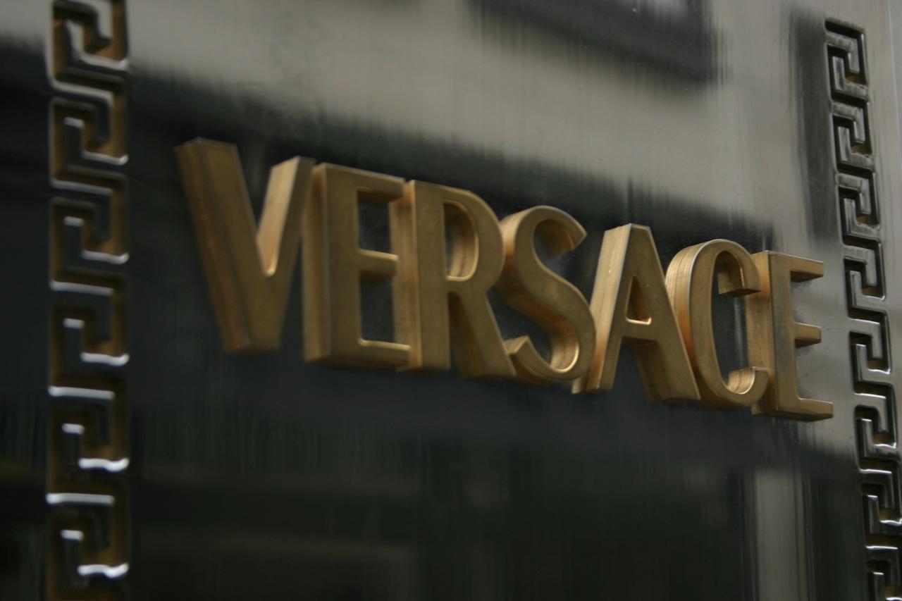 Versace — Википедия 183d0a6f368