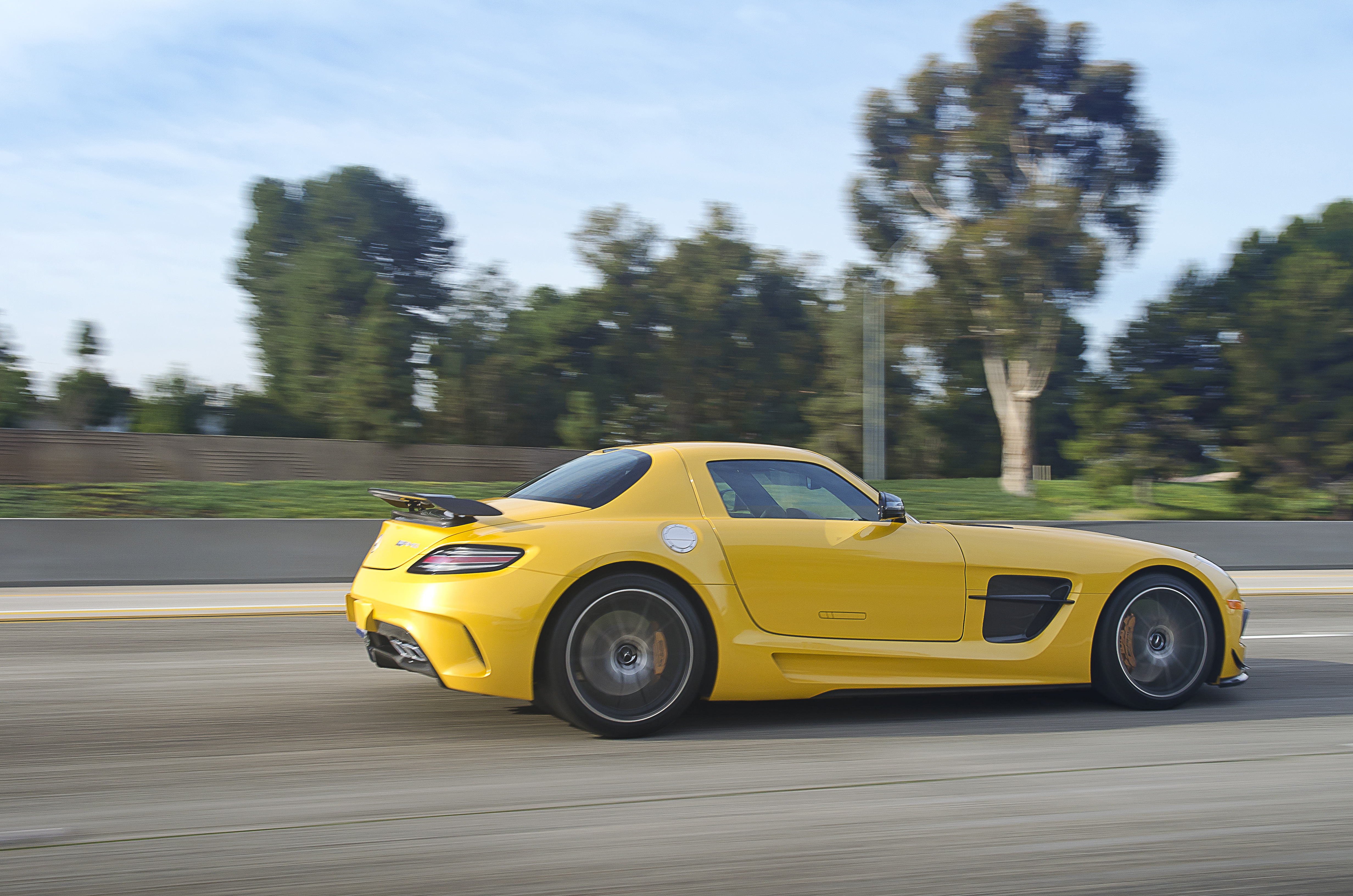 File:Yellow Mercedes Benz SLS Black Series (12596911064)