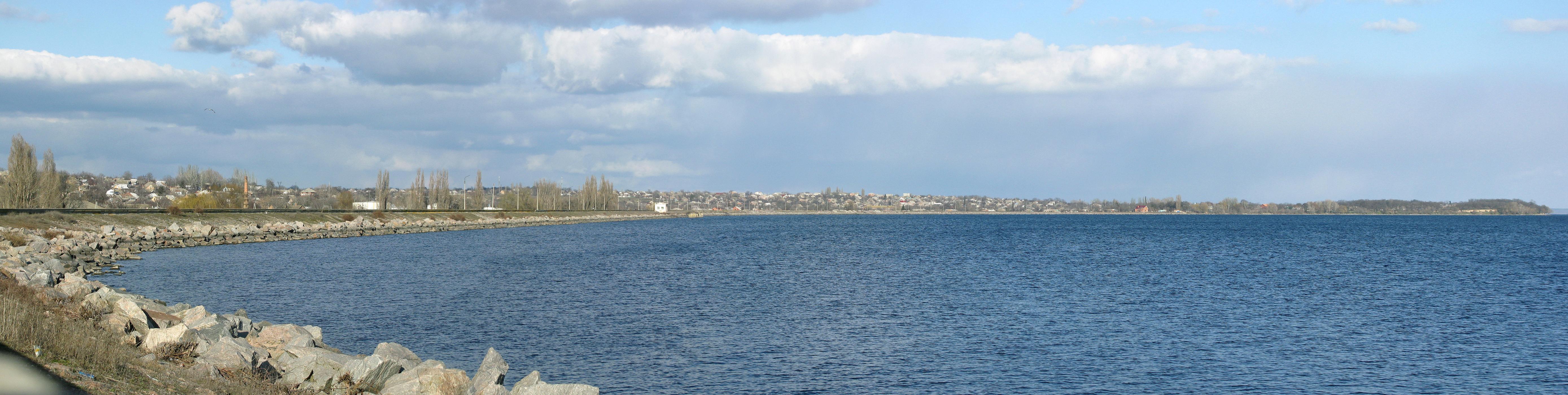 Панорама никопольской набережной. Вид в сторону Новопавловки