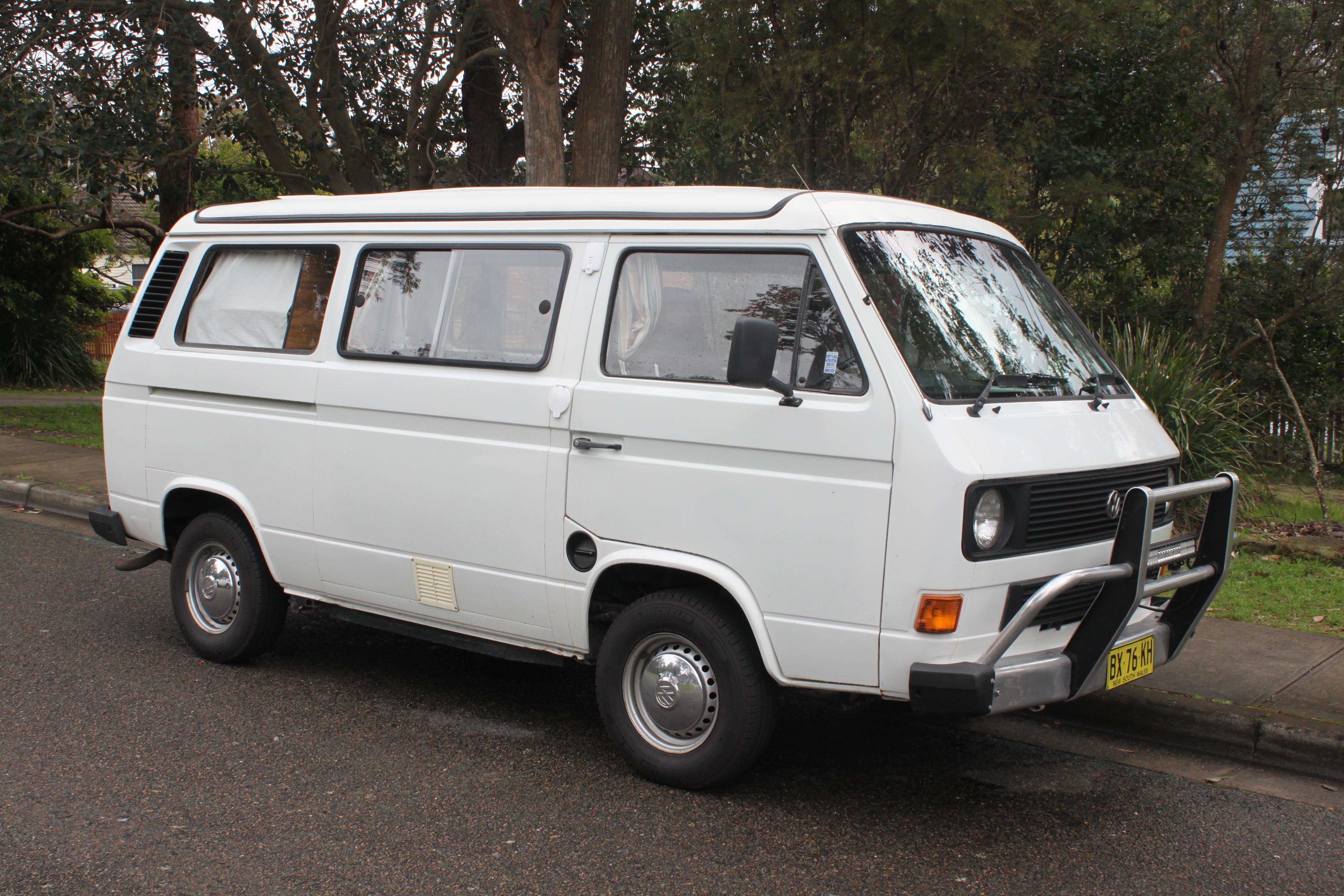 Camper Van Volkswagen >> File:1984 Volkswagen Transporter (251) van, camper conversion (22027639210).jpg - Wikimedia Commons
