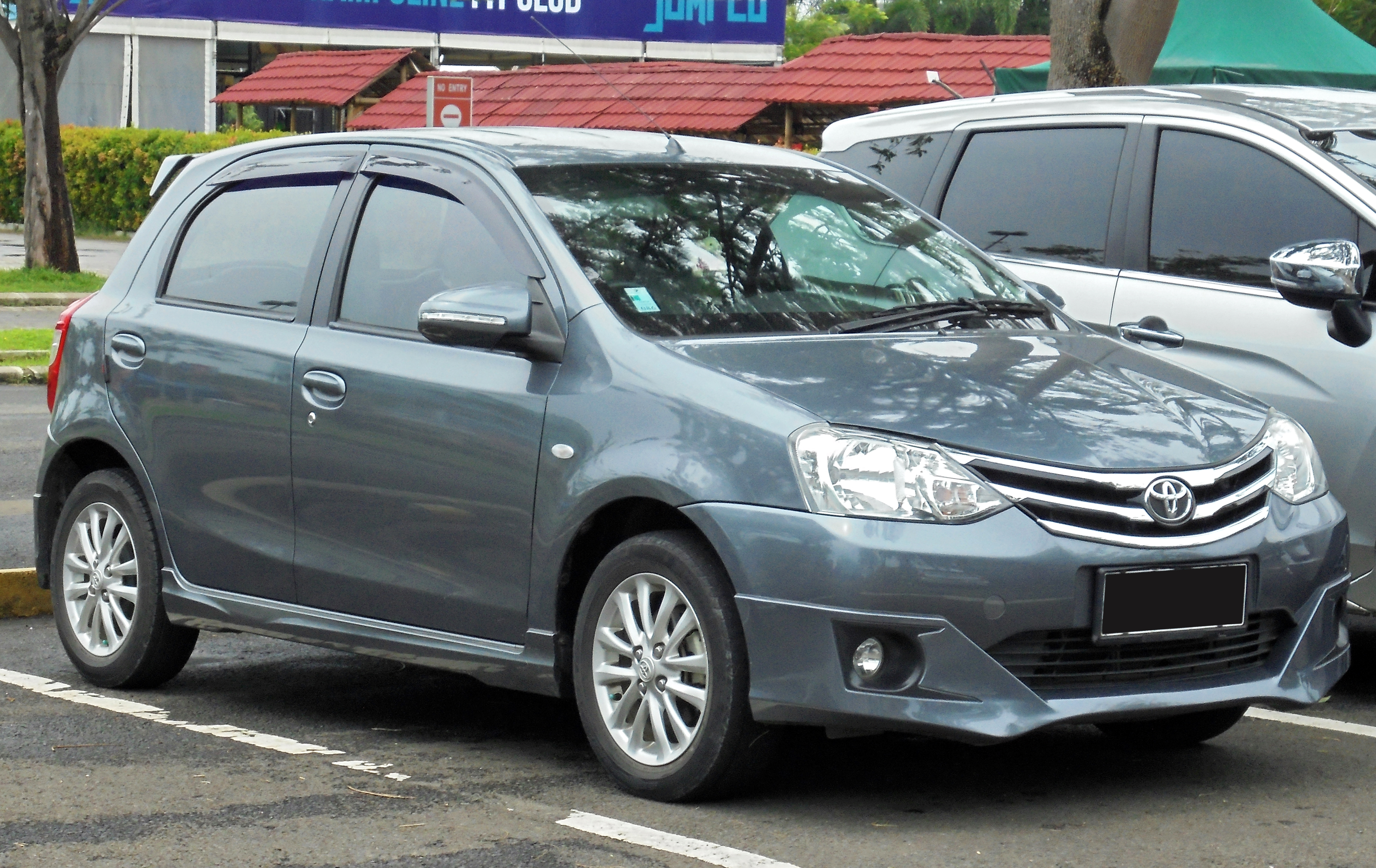 File:2014 Toyota Etios Valco 1.2 G Hatchback (NGK10R; 01