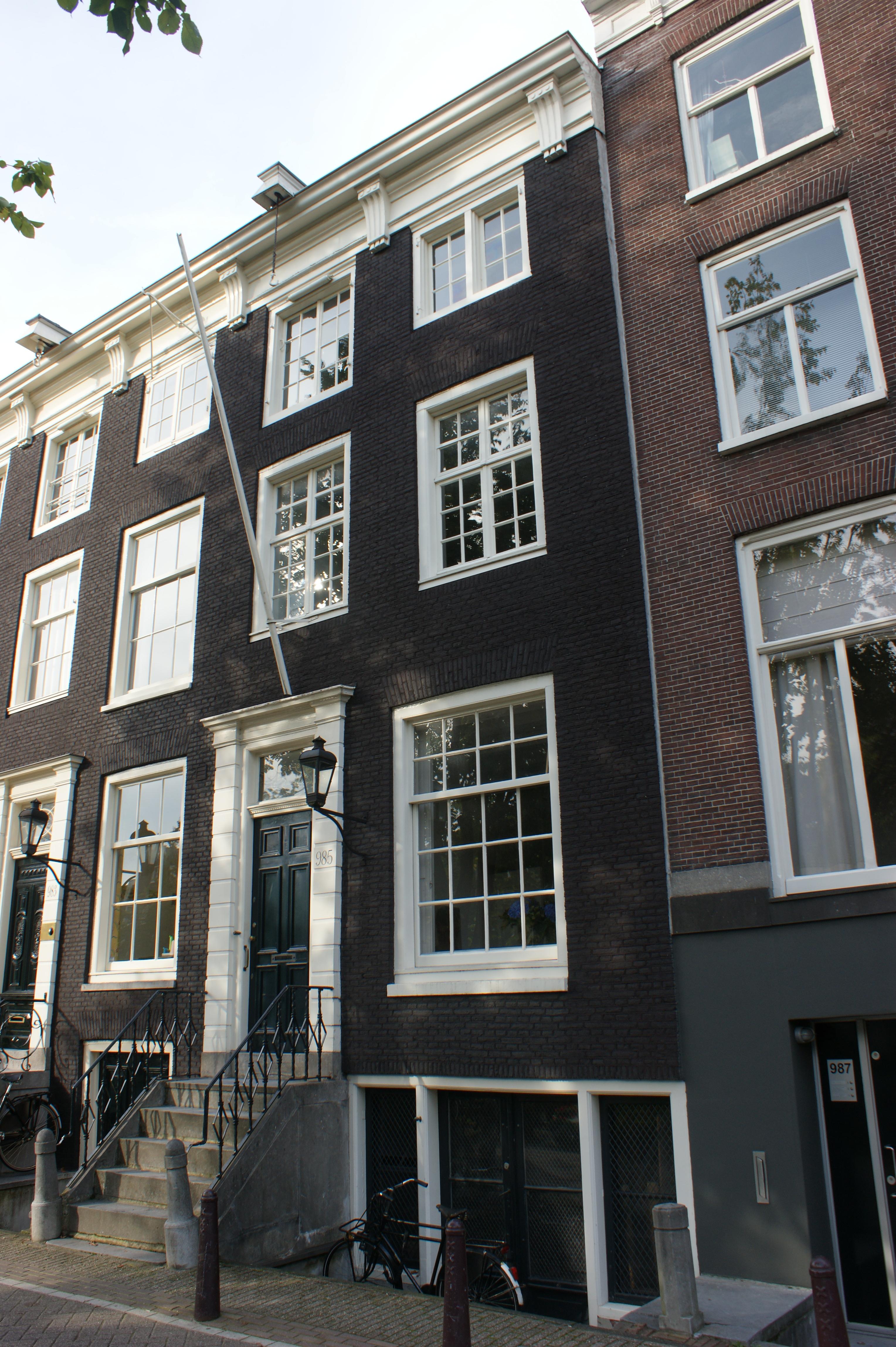 Huis onder dwars dak met gevel onder rechte lijst met for Lijst inrichting huis