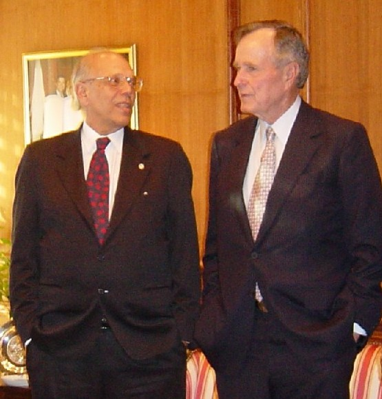 The then-Uruguayan president Jorge Batlle with former U.S. president George H. W. Bush in 2003.