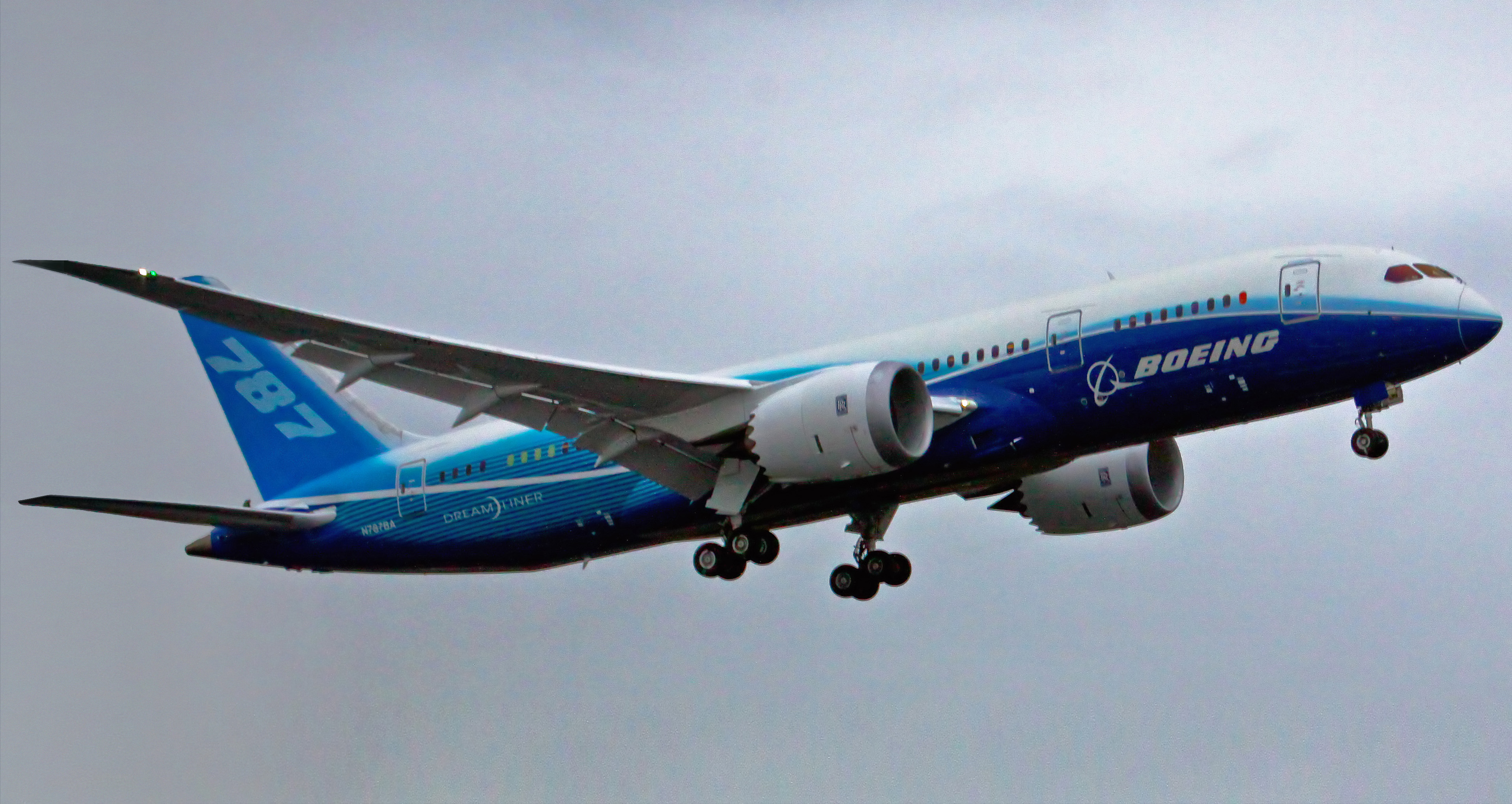 Description Boeing 787 first flight.jpg