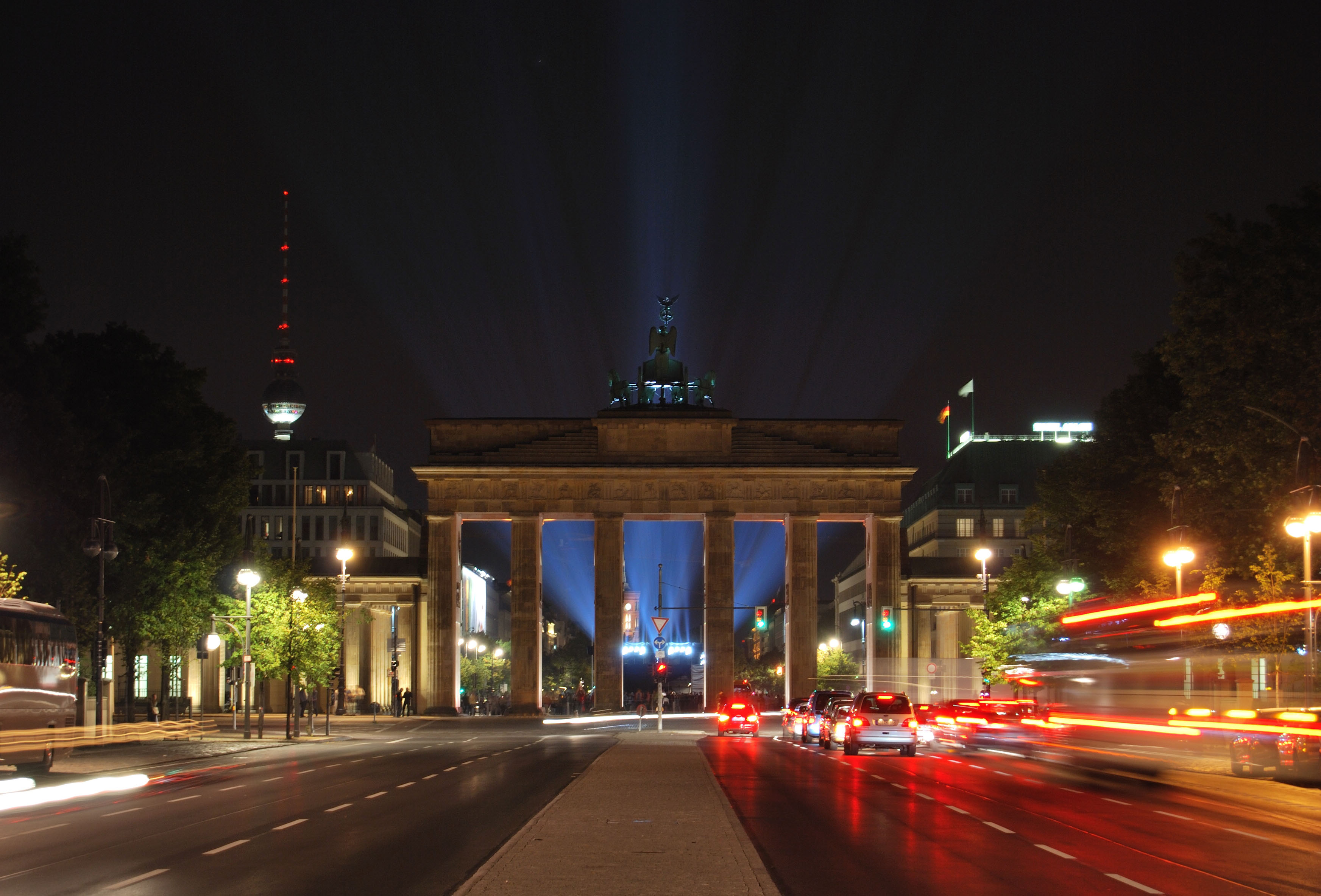 brandenburg gate at night - photo #34