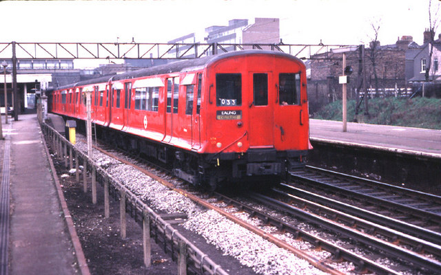 London Motor Cars >> London Underground O and P Stock - Wikipedia