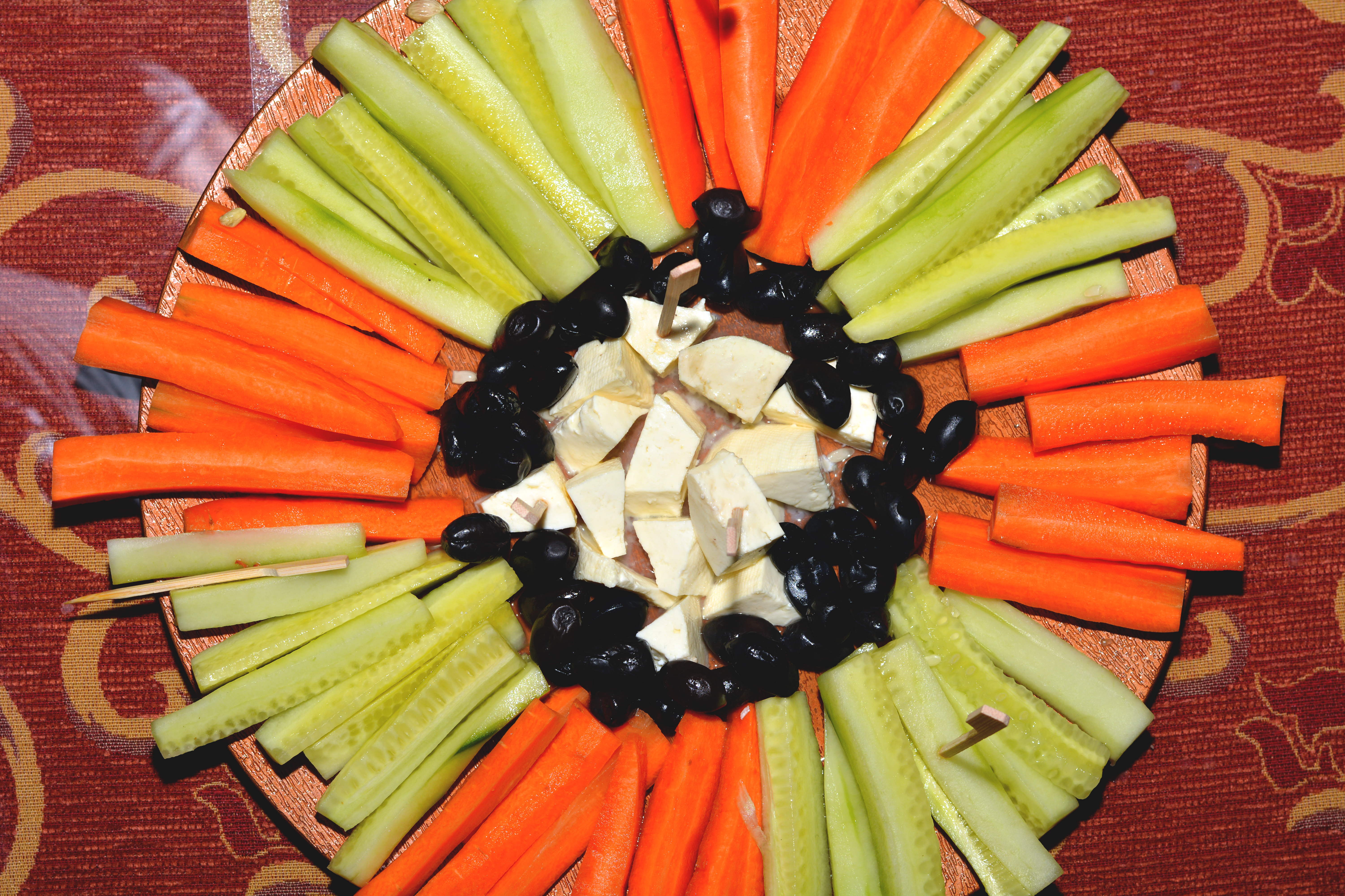 file carrots and cucumber plate jpg wikimedia commons rh commons wikimedia org